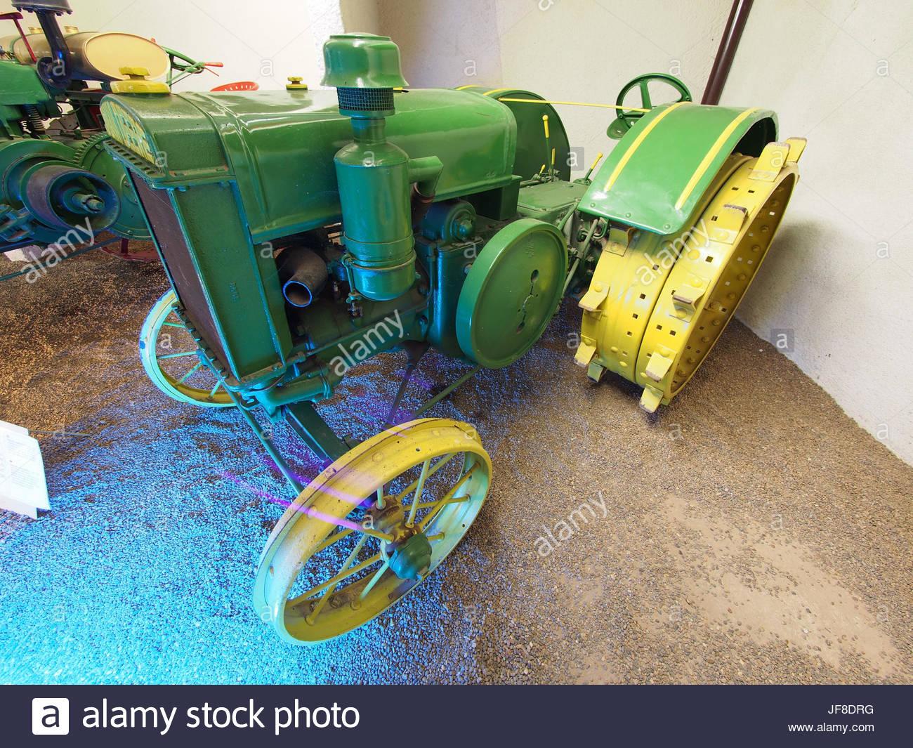 1929 Tracteur John Deere, Musée Maurice Dufresne Photo 1 intérieur Image Tracteur John Deere