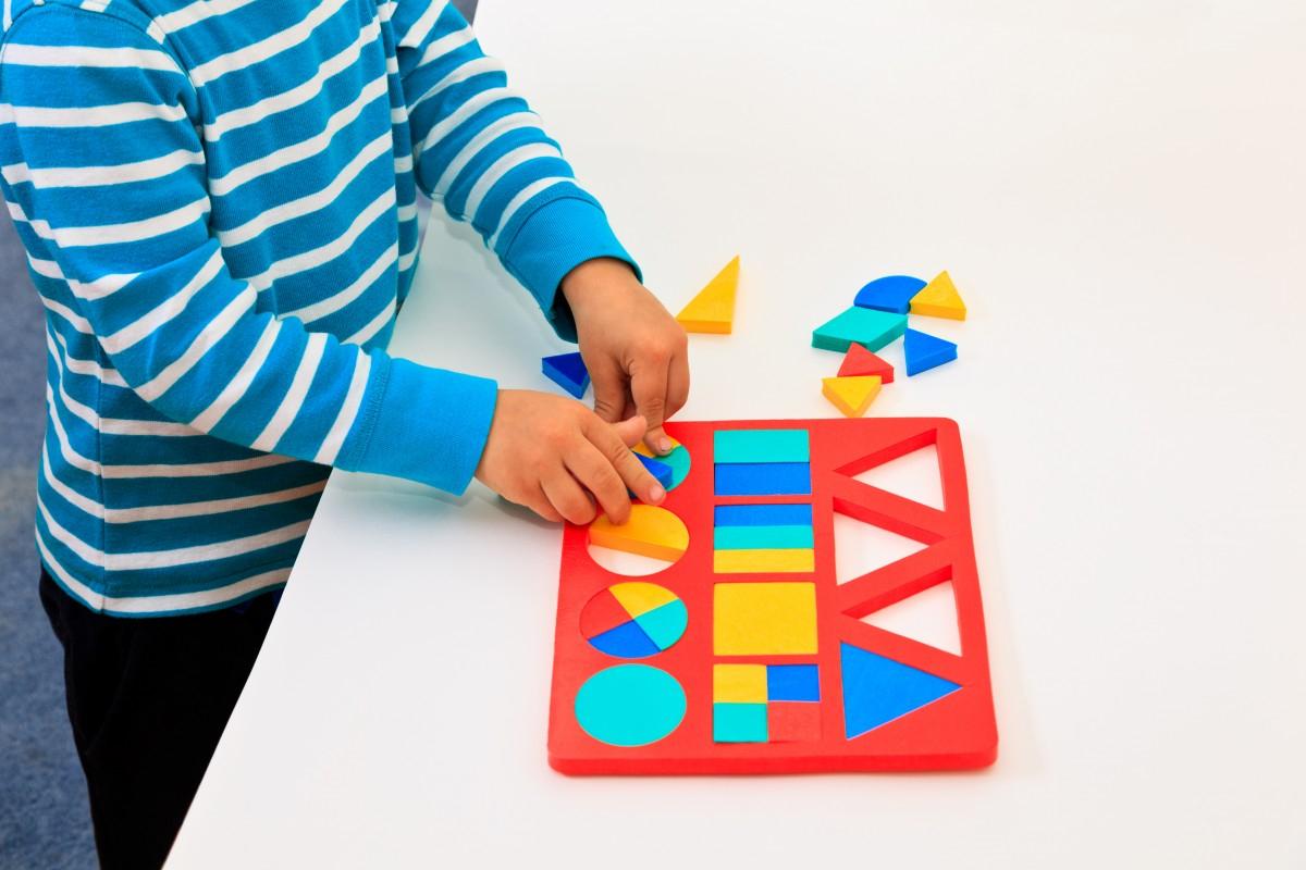 Activités Et Jeux Pour Apprendre Les Formes > Mes Jeux Educatifs tout Jeu De Forme Géométrique