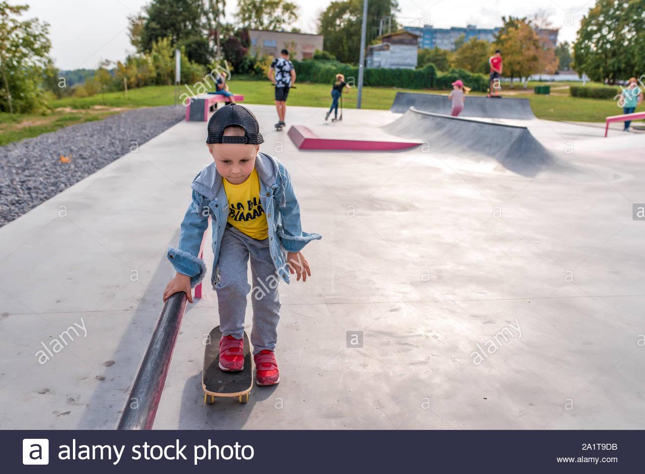 Aire De Jeu Pour Enfants, Petit Garçon De 3 À 5 Ans, L dedans Jeux Pour 3 5 Ans