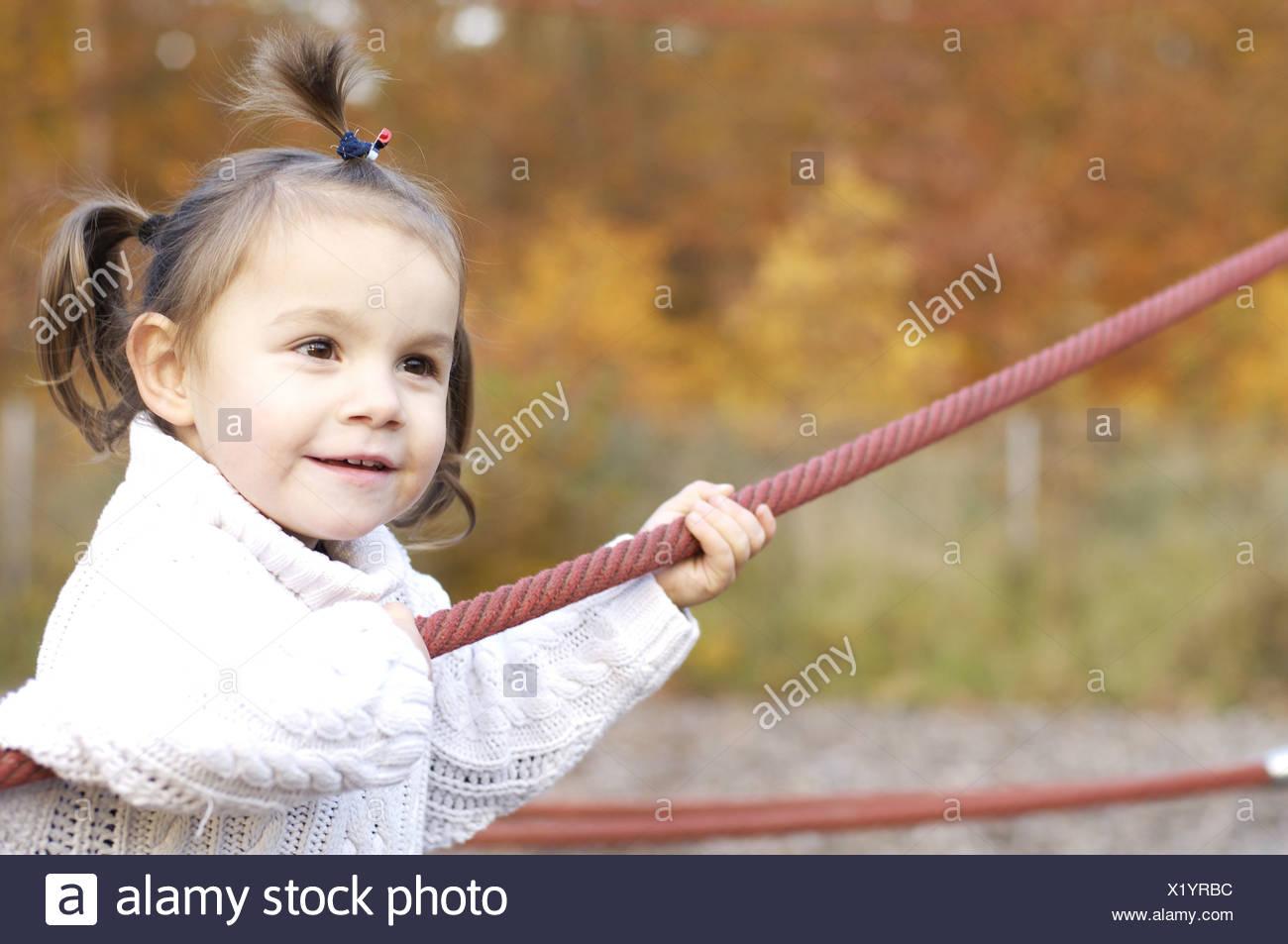 Aire De Jeux De Fille Enfant Junglegym Joue N'accroche La serapportantà Jeux Flash Enfant