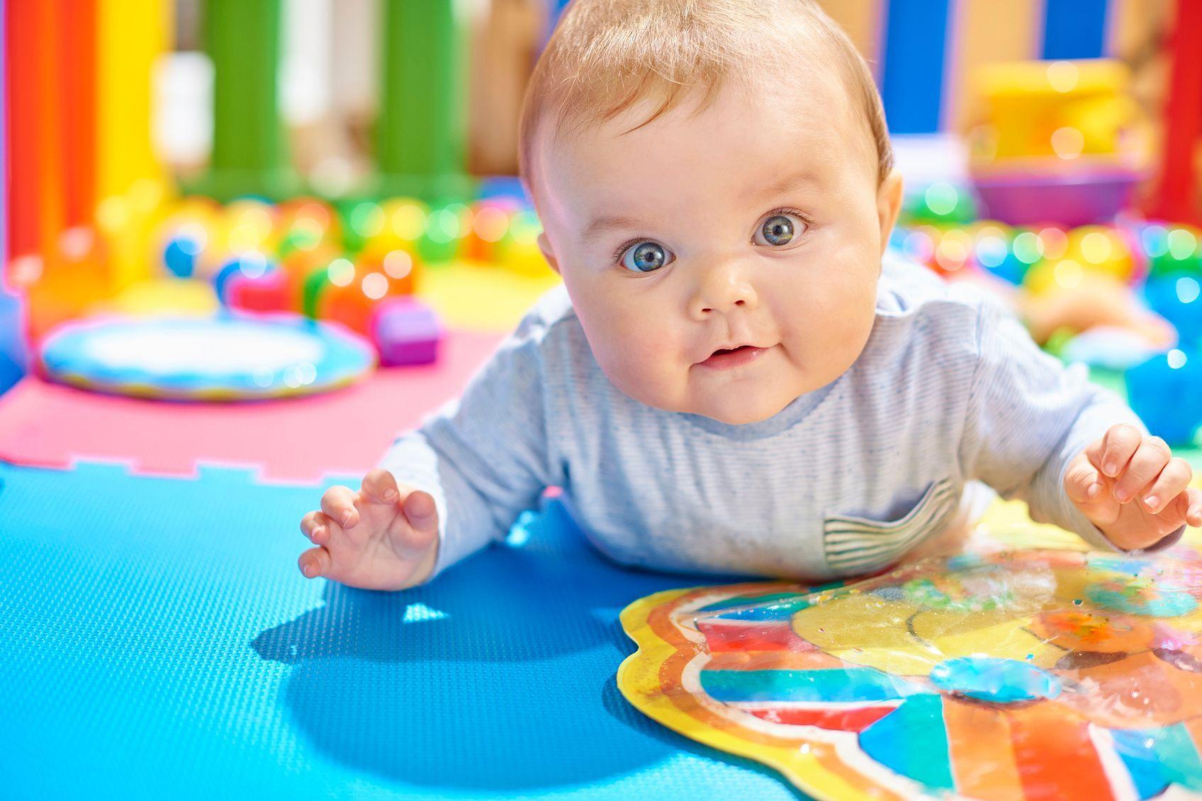 Aménager Un Espace De Motricité Pour Bébé serapportantà Jeux Bébé 6 Mois En Ligne