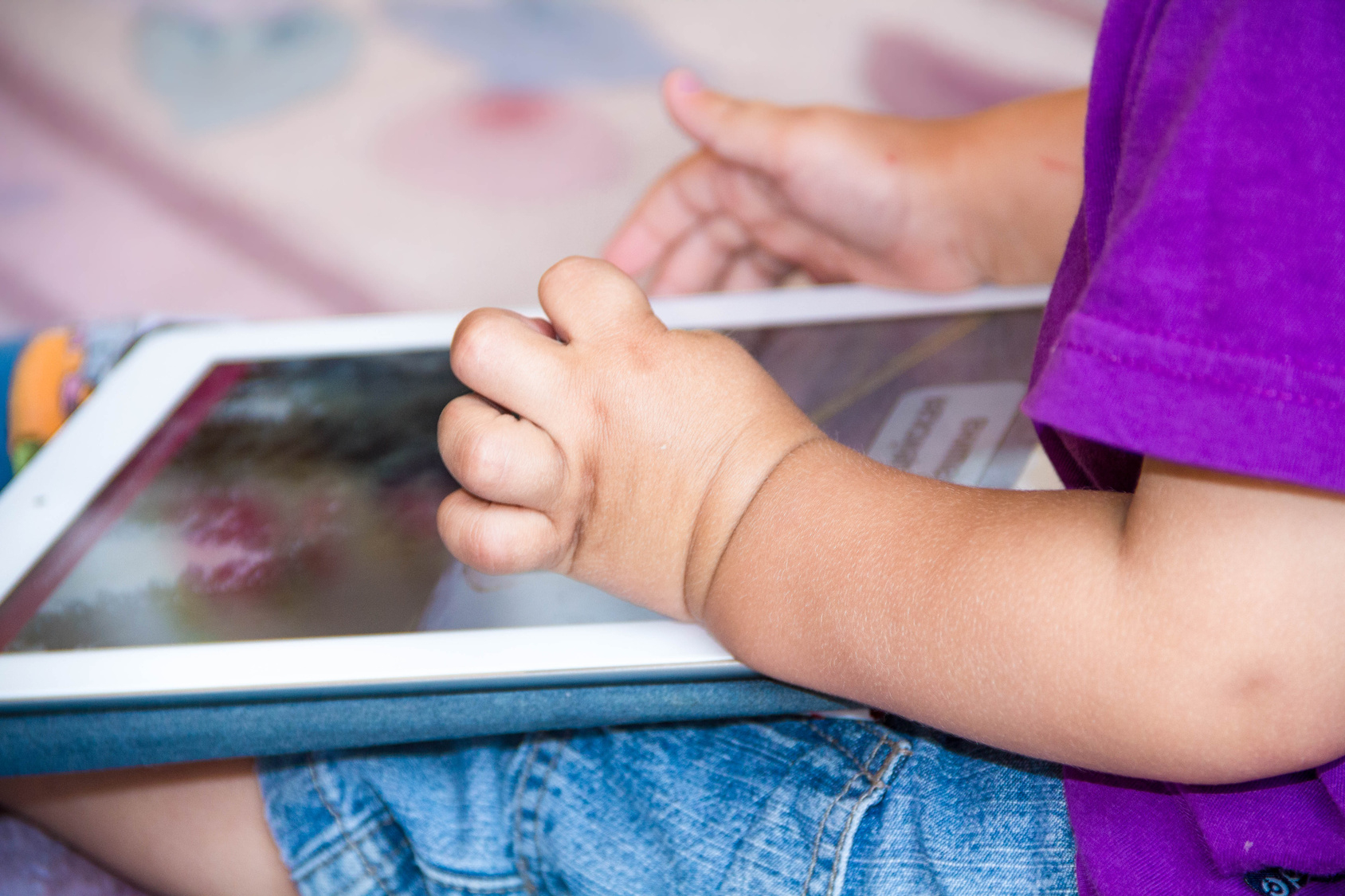Applis, Tablettes Éducatives… Le Bon Usage Des Écrans Pour intérieur Tablette Enfant Fille