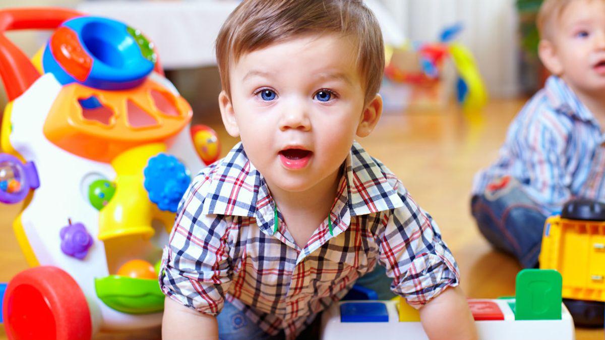 Bébé A 18 Mois : Ce Qu'il Faut Savoir Sur Son Développement avec Jeux Pour Les Bébé De 1 Ans