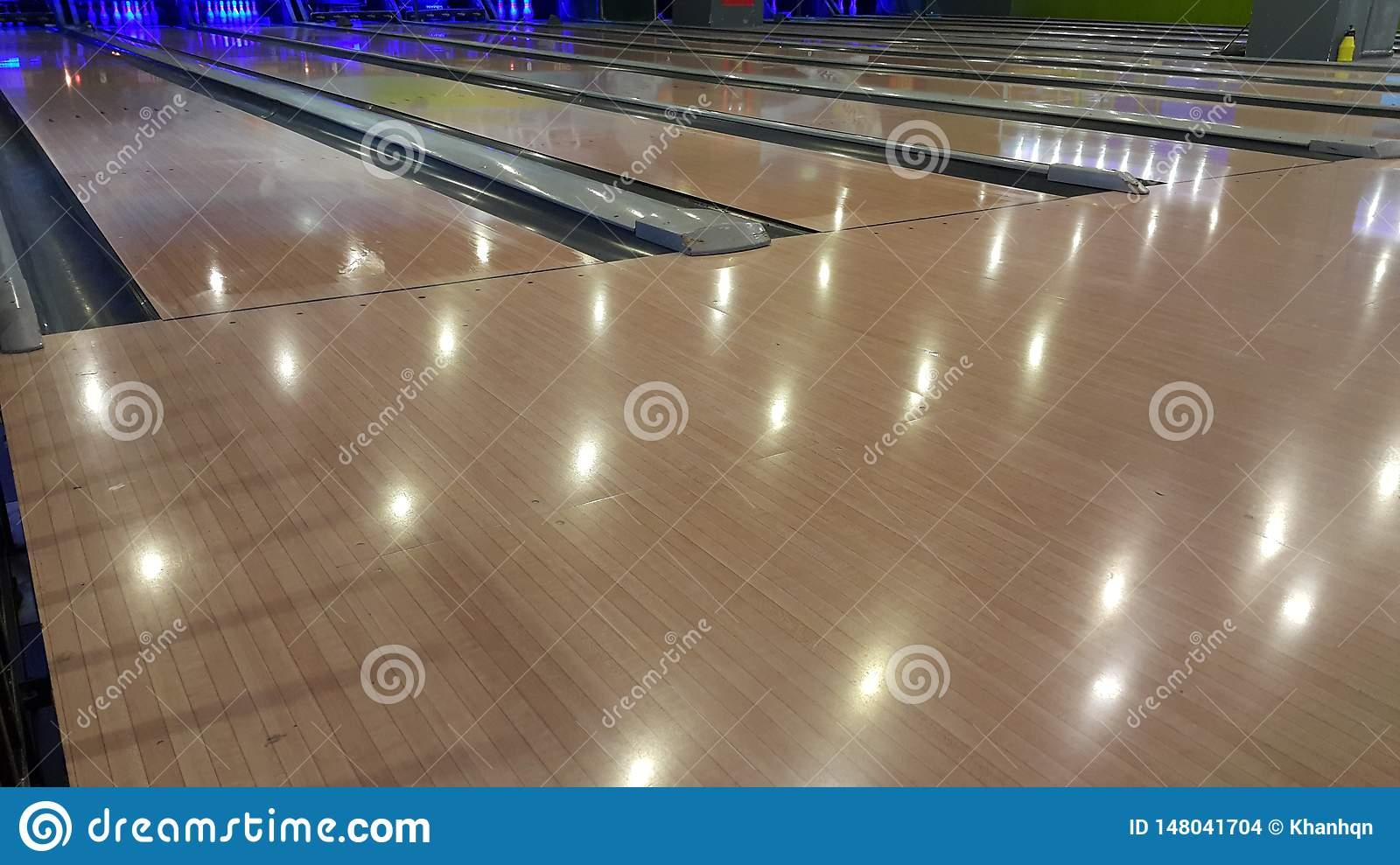 Bowling Au Centre De Jeux Photo Stock. Image Du Gibier serapportantà Jeux De Bouligue