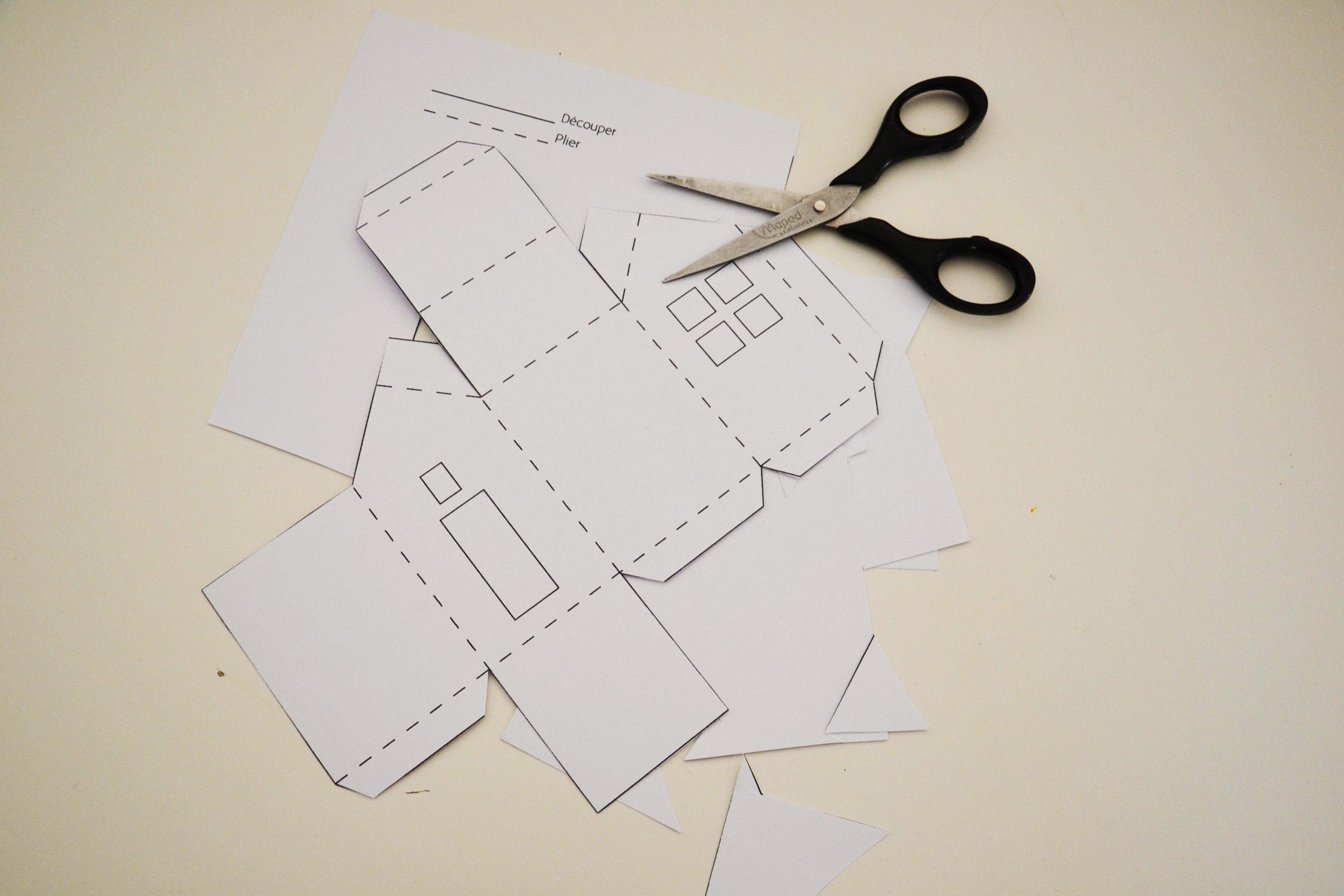 Calendrier De L'avent À Fabriquer : Des Maisonnettes En Papier destiné Patron De Maison En Papier A Imprimer