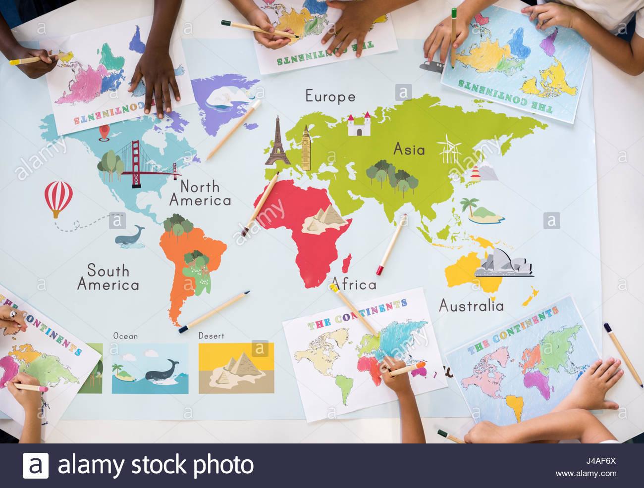 Carte Du Monde De L'apprentissage Pour Les Enfants Avec La à Carte Du Monde Pour Enfant