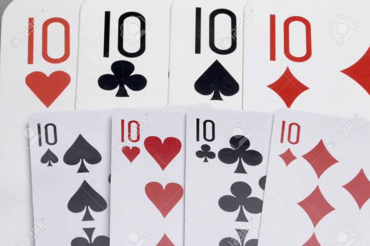 Cartes. Accessoires Pour Le Jeu. Quatre Scores. Deux Jeux De Cartes À Jouer  De Différentes Tailles. Sur Un Fond Blanc. encequiconcerne Jeu Quatre Images