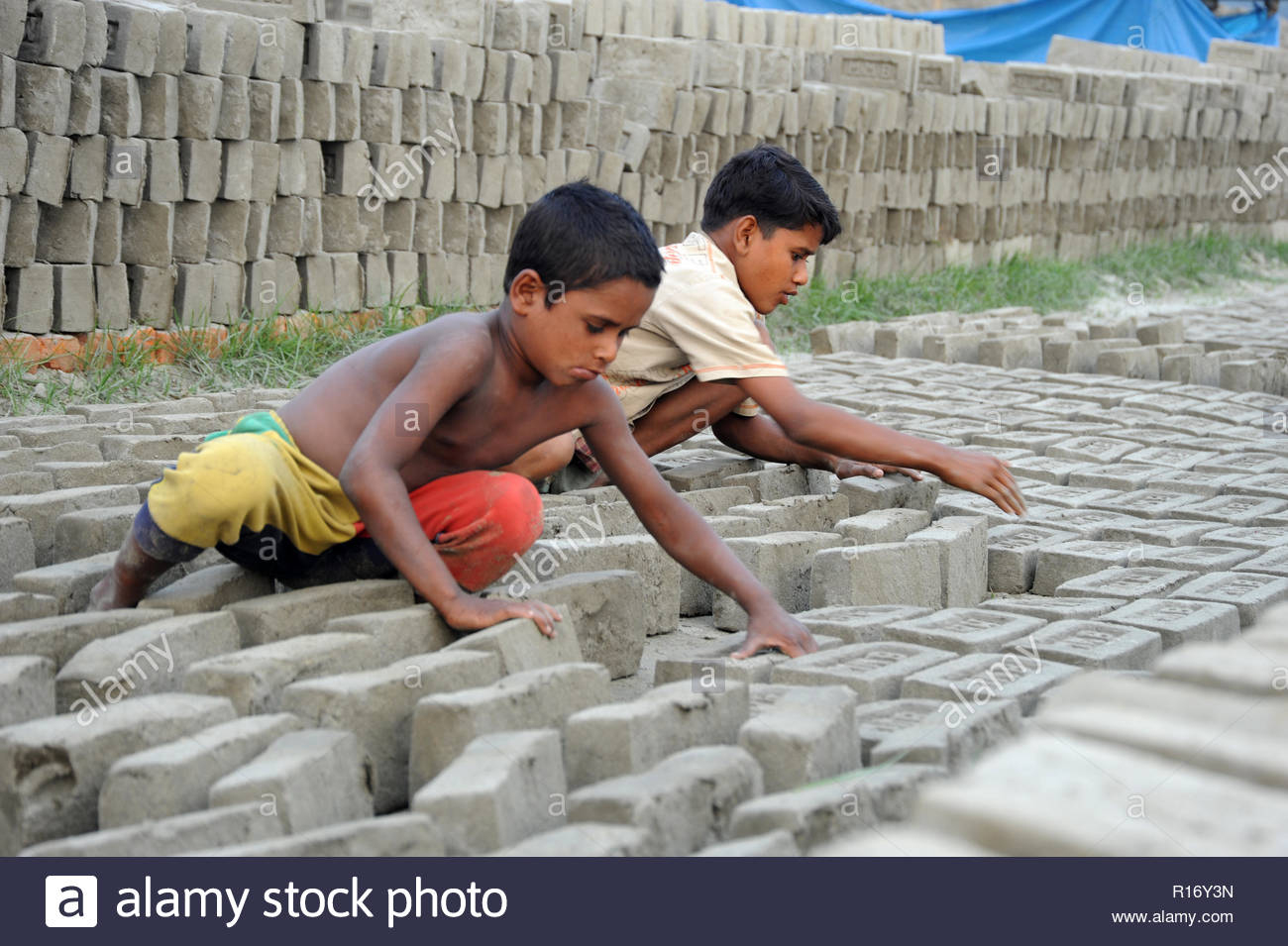 Child Work Bangladesh Brick Photos & Child Work Bangladesh pour Casse Brique Enfant