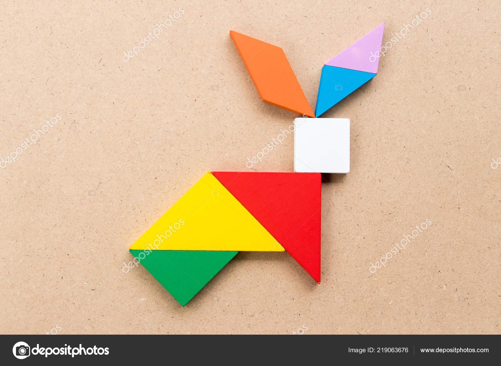 Color Tangram Puzzle Rabbit Shape Wood Background — Stock tout Tangram Lapin