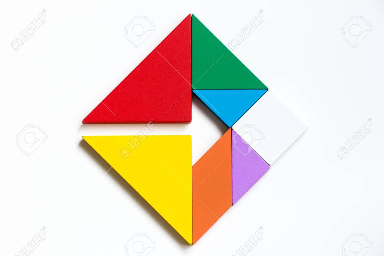 Colorwood Tangram Puzzle Sur Le Carré Avec La Forme De Signe De Flèche Sur  Fond Blanc (Concept De Direction D'affaires, La Vision De L'entreprise Ou dedans Tangram Carré