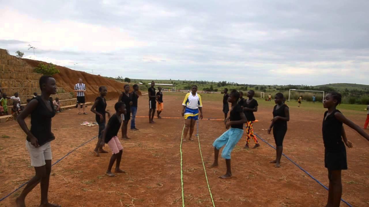 Connaissez-Vous Le Nzango, Ce Jeu De Cour D'école Présenté encequiconcerne Jeux Africains Pour Enfants