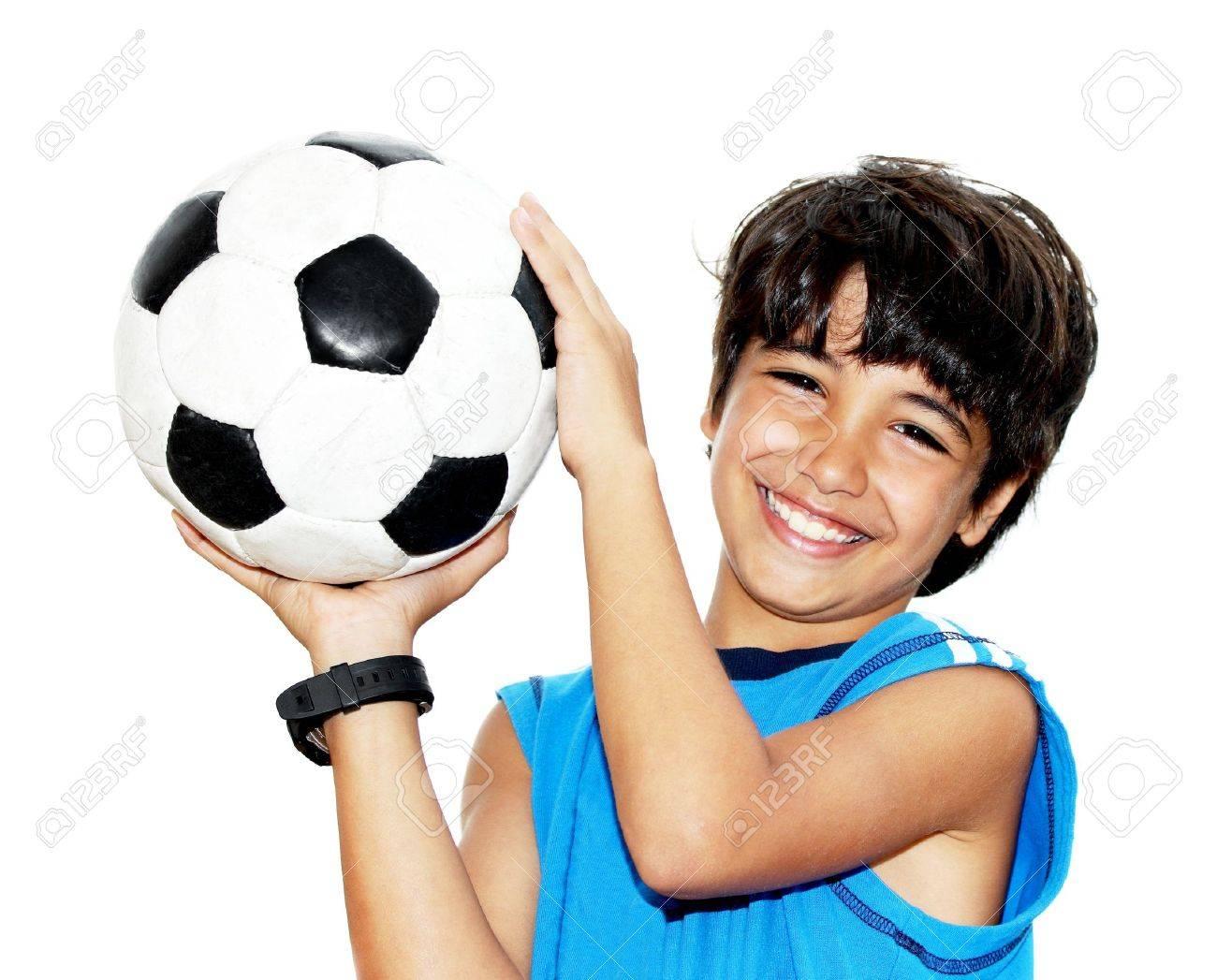Cute Boy À Jouer Au Football, L'enfant Heureux, Jeune Gardien De But  Adolescent Mâle Jouissant Jeu De Sport, De Maintien De Billes, Portrait  Isolé tout Jeux De Foot Gardien De But