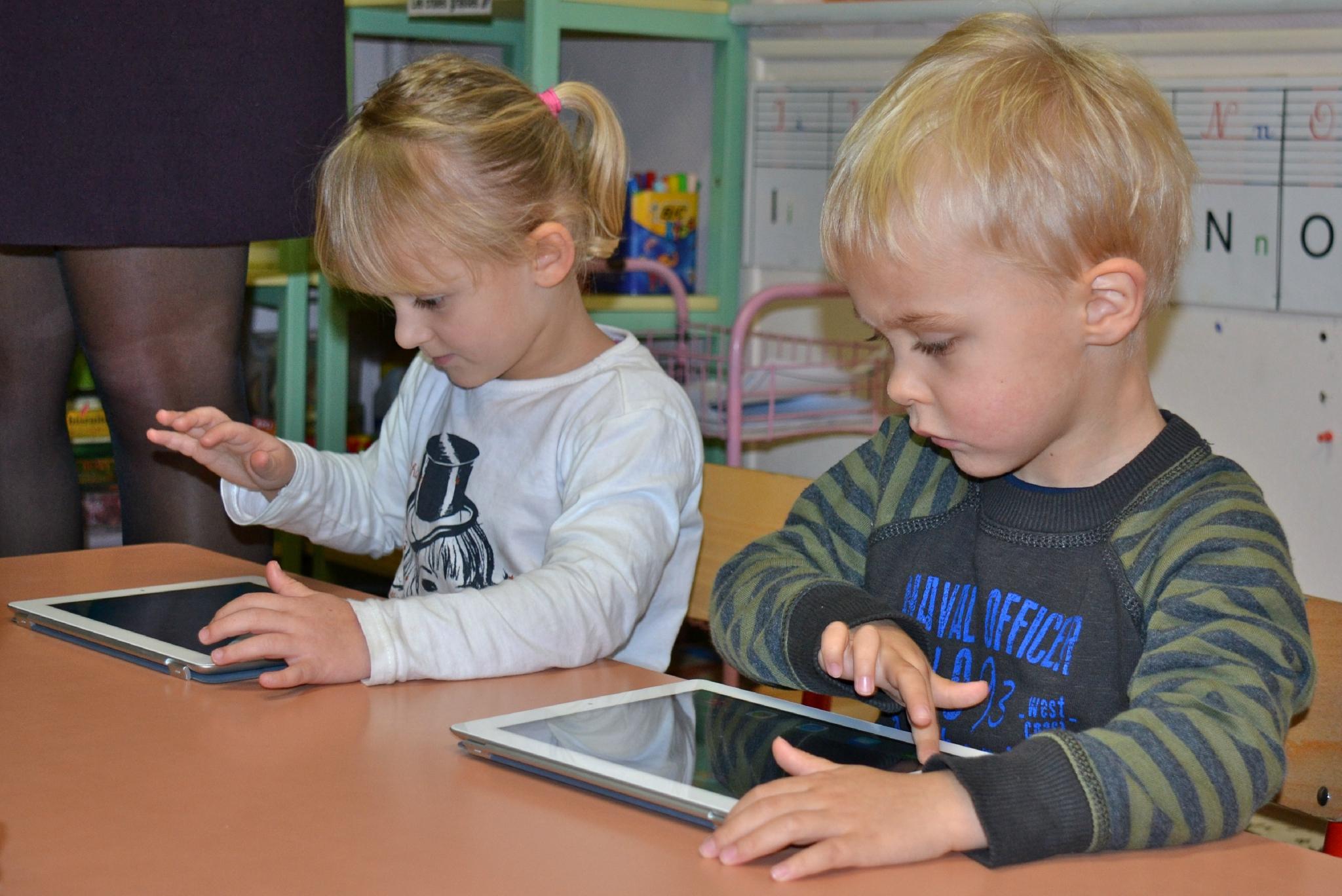 De L'ardoise A La Tablette : L'étonnante Facilité Des intérieur Tablette Enfant Fille