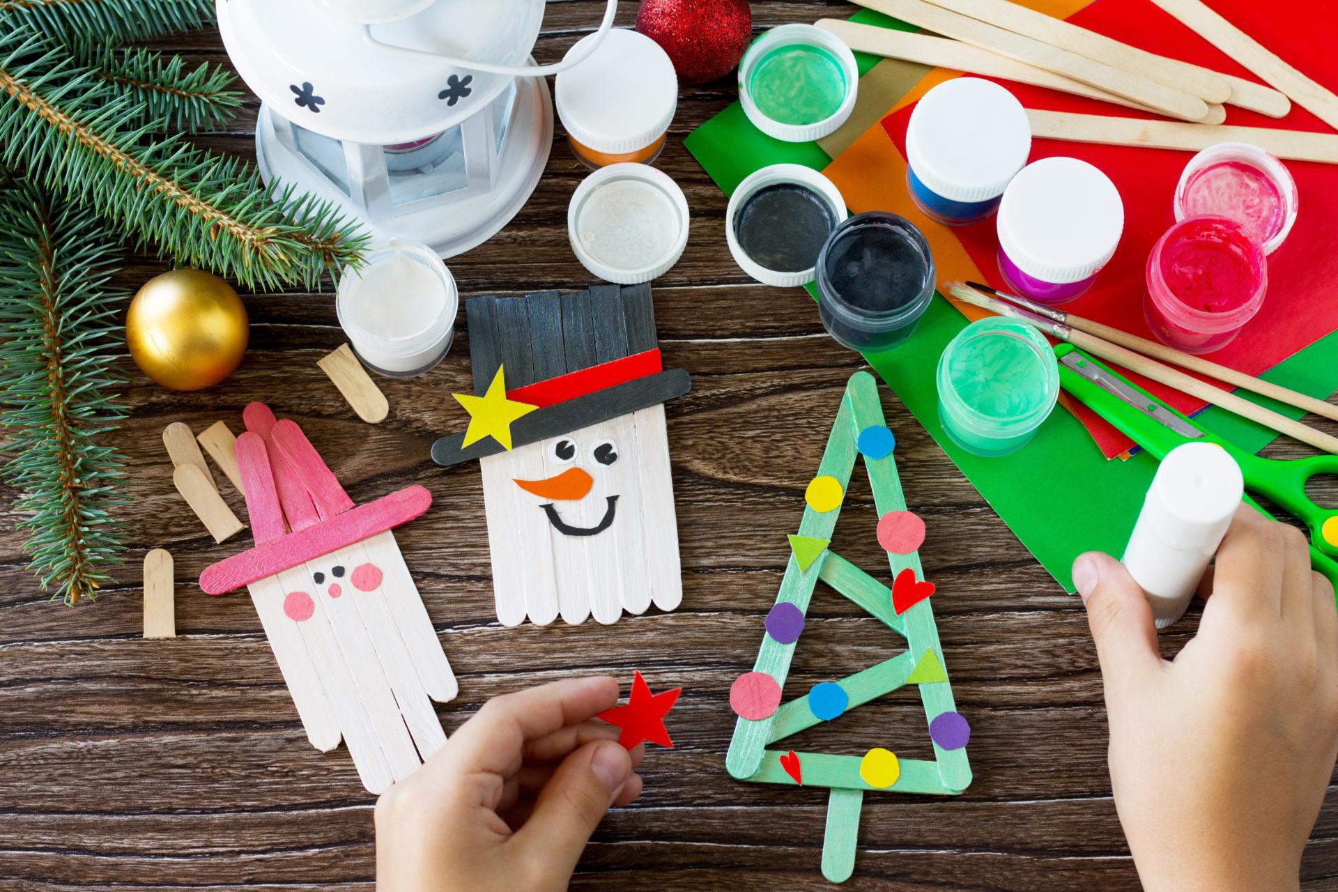 Décorer Son Sapin De Noël Avec Des Objets Fabriqués Par Les à Activité Manuelle Enfant 4 Ans