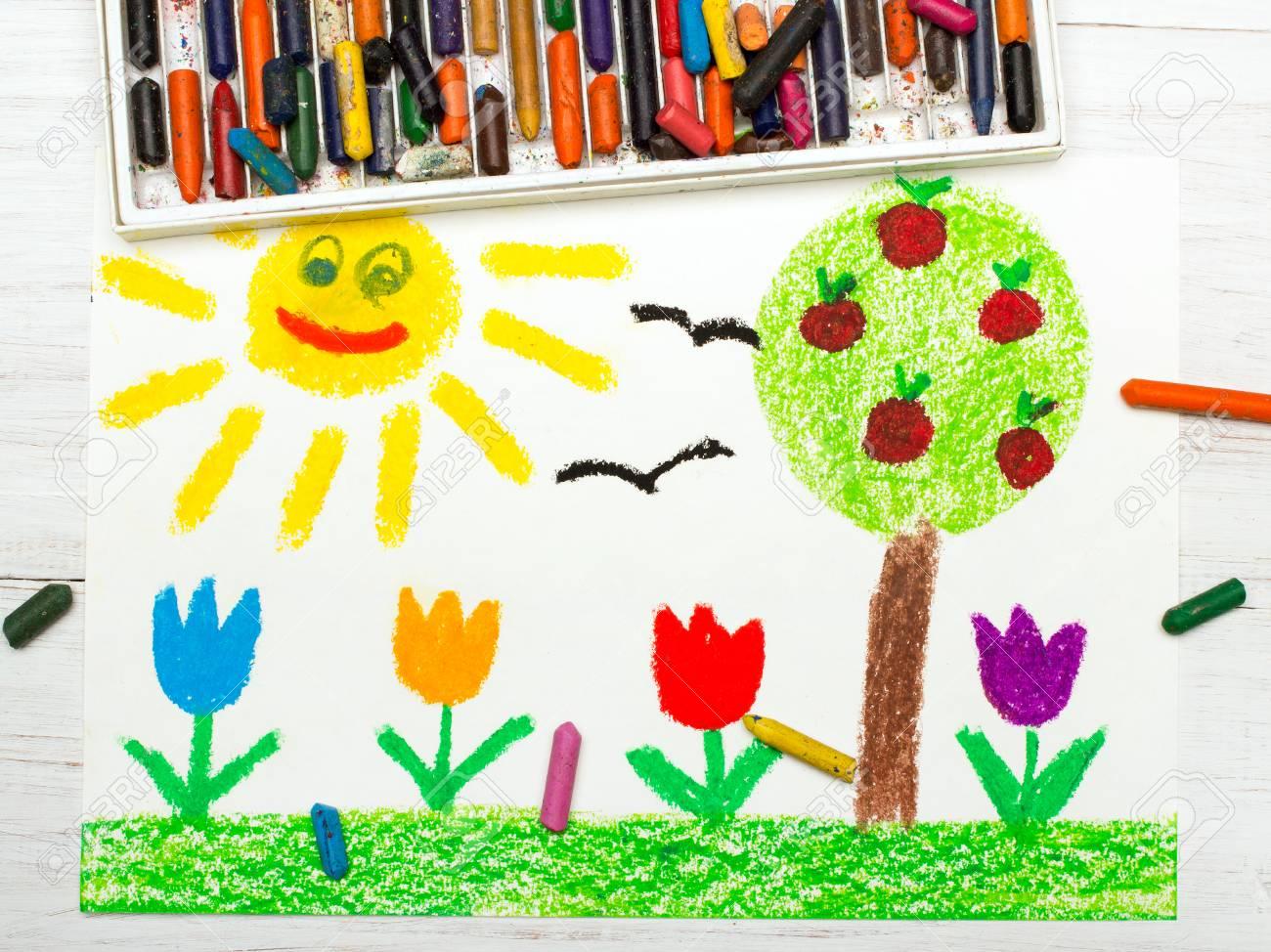 Dessin Coloré: Paysage Avec Pommier, Fleurs De Tulipe Un Soleil Heureux.  Printemps. intérieur Dessin Printemps Paysage