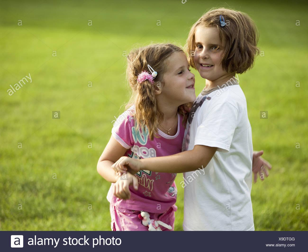 Deux Filles Pré Joue Gaiement Série Détail Personnes Enfants intérieur Activité Fille 6 Ans