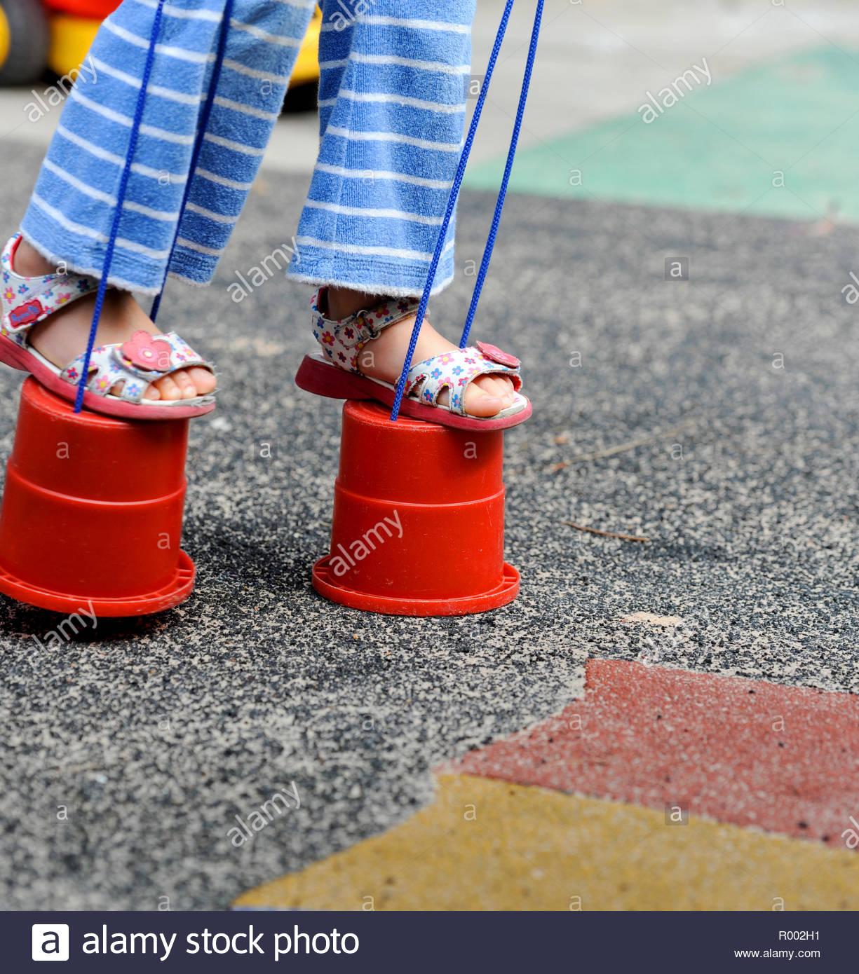 En Dehors De L'aire De Jeu D'une École Maternelle Uk - L concernant Jeux Apprentissage Maternelle