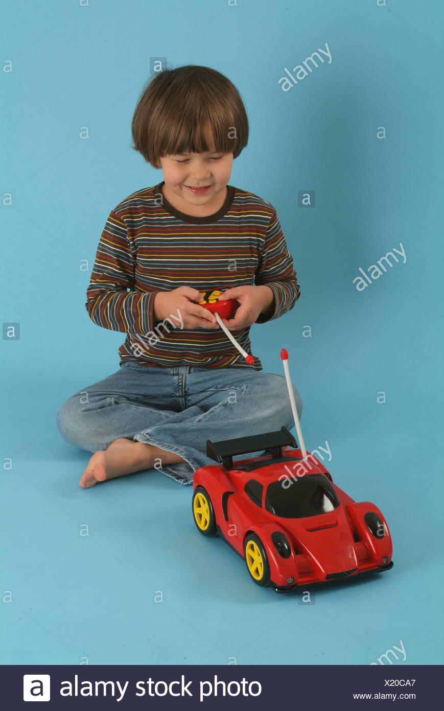 Enfant, Garçon, 5, Brun, Jeu, Voiture, Automobile, Commande avec Les Jeux Des Garçons De Voiture