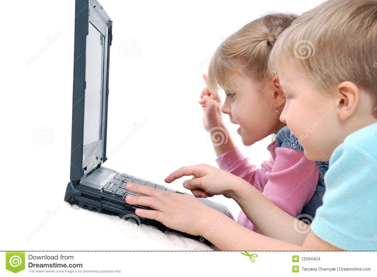 Enfants Jouant Des Jeux D'ordinateur Photo Stock - Image Du serapportantà Jeux Ordinateur Enfant