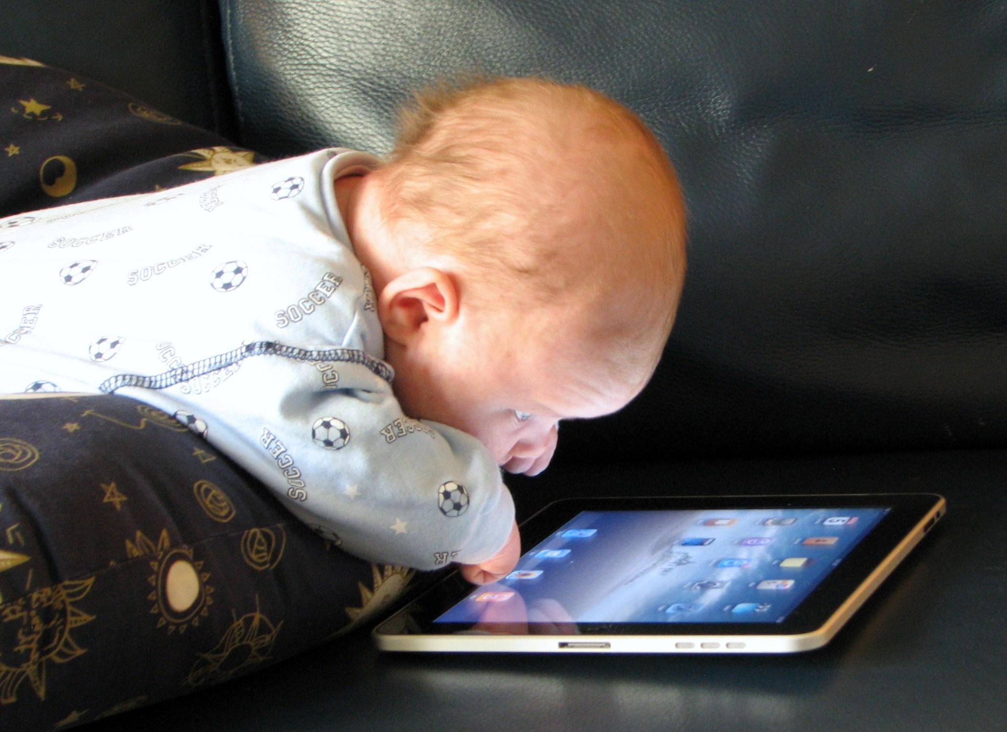 Faut-Il Donner Des Tablettes Aux Bébés ? | Les Vendredis avec Tablette Enfant Fille