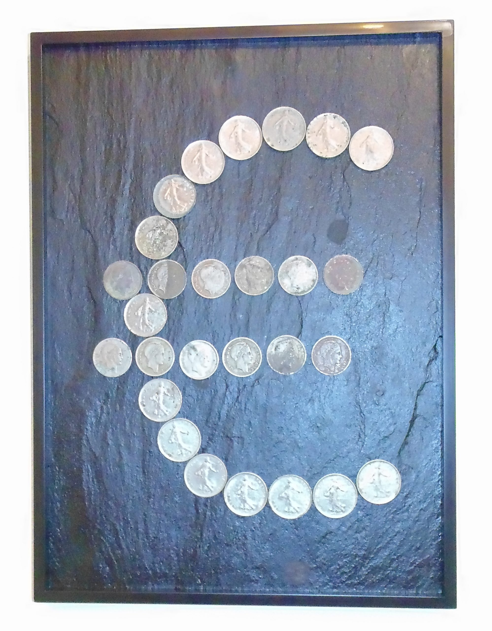 File:euro Symbol - Minimalism Art With Counterfeit Money avec Fausses Pieces Euros
