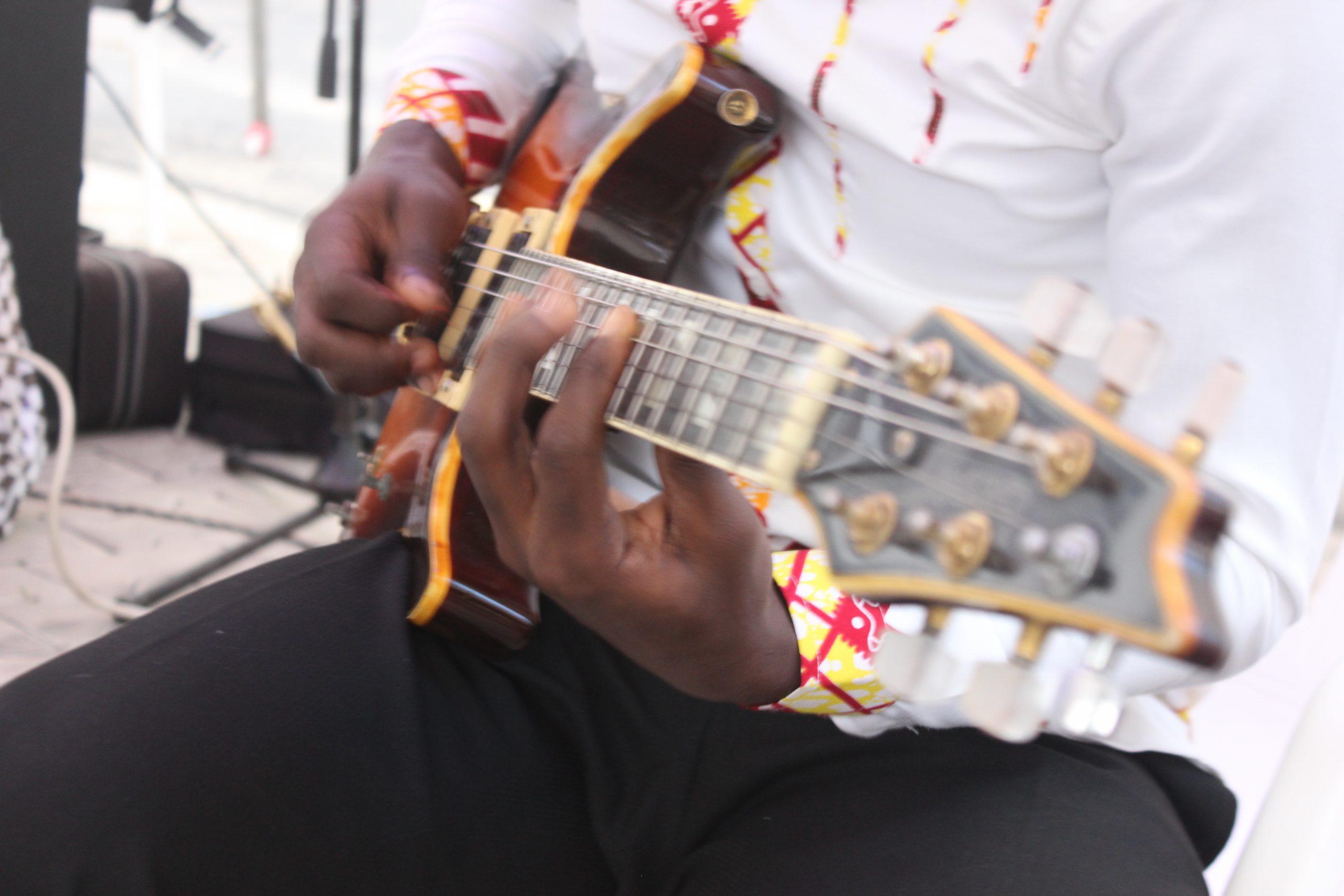 File:jeu De Guitare 2 - Wikimedia Commons serapportantà Jeu D Instruments