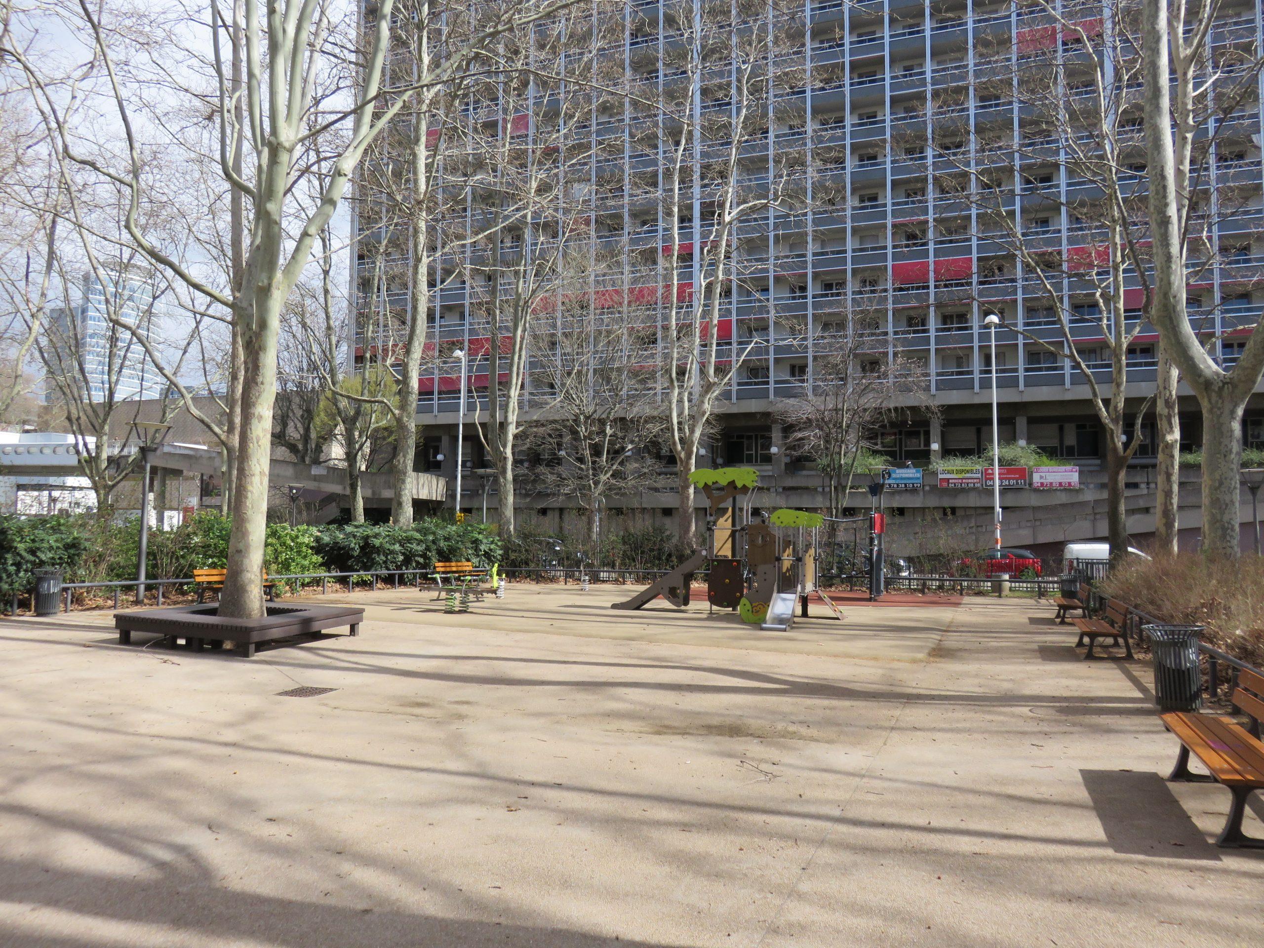 File:lyon 3E - Place Du Lac - Square Et Jeux Pour Enfants intérieur Jeux Pour Enfan