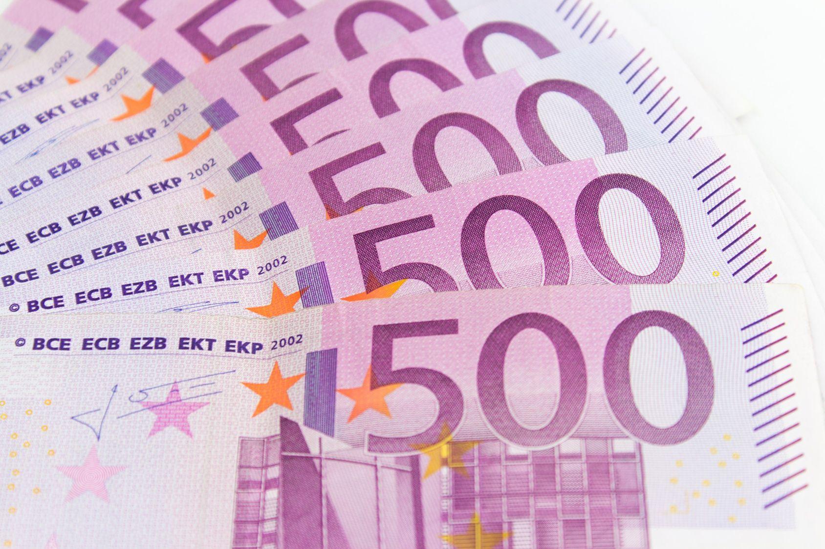 Genève : Des Toilettes Bouchées Par Des Liasses De Billets encequiconcerne Pièces Et Billets En Euros À Imprimer