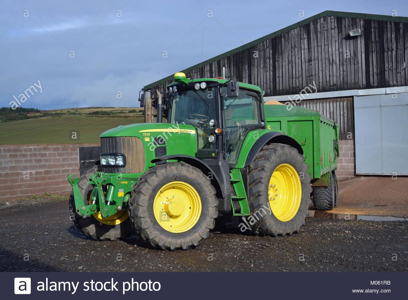 Green Tractor Photos & Green Tractor Images - Alamy serapportantà Dessin Animé De Tracteur John Deere