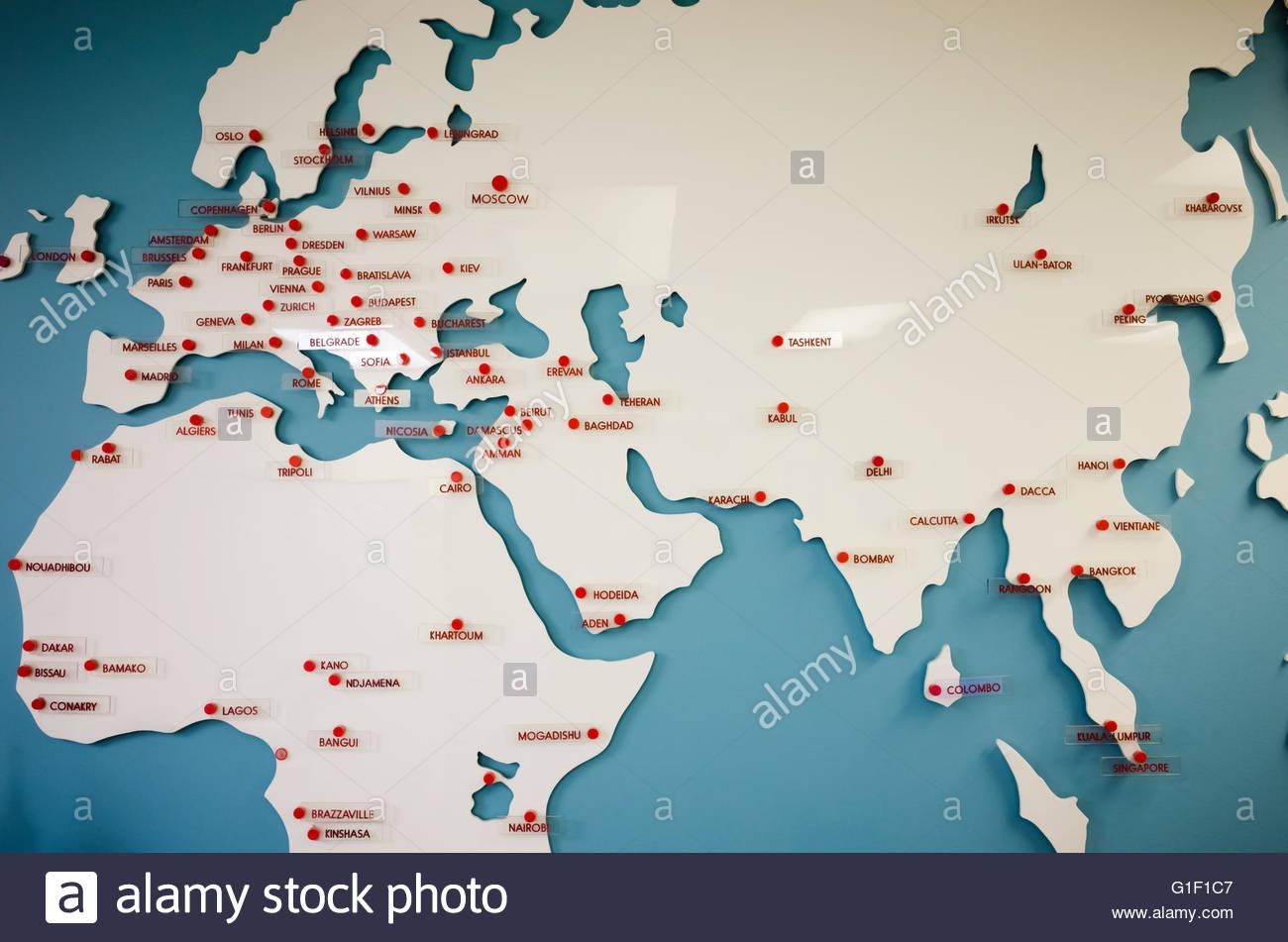Gros Blanc Continental Carte Sur Fond Bleu Couvrant L'europe dedans Carte Europe Pays Et Capitale