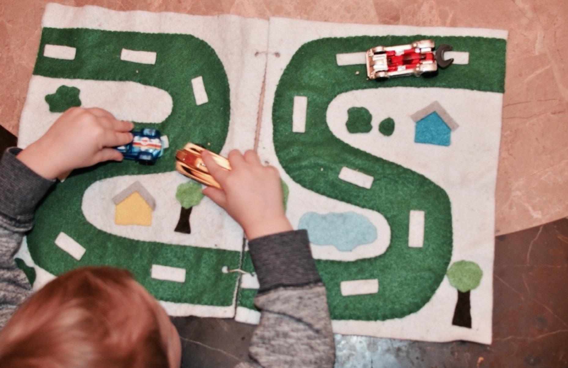 Idée De Jeux : Une Piste De Course Parfaite Pour Voyager tout Jeux Course Enfant