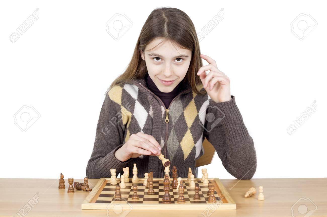 Intelligent Jeune Fille Jouant Aux Échecs - Bon Jeu D'échecs Requiert De  L'intelligence, De La Patience Et Une Bonne Stratégie serapportantà Jeux De Intelligence De Fille