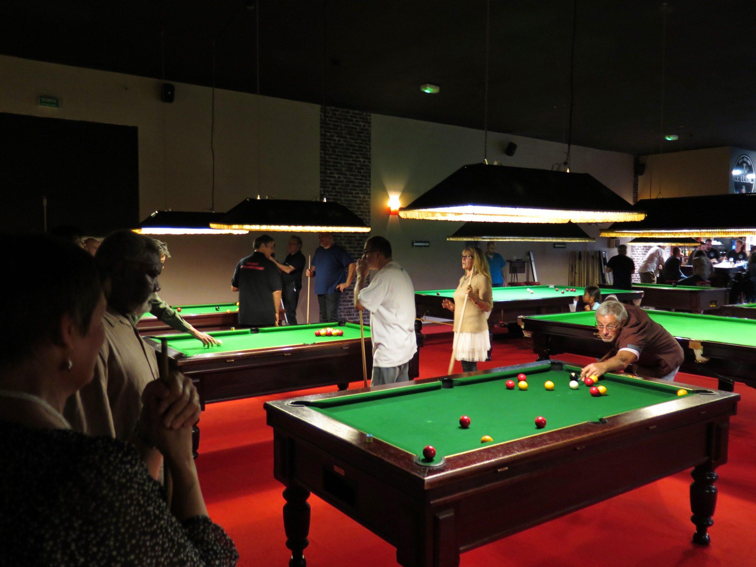 Intérieur Du Ludic Bar À Jeux De Société Et Salle De Billard à Jeux De Biyare