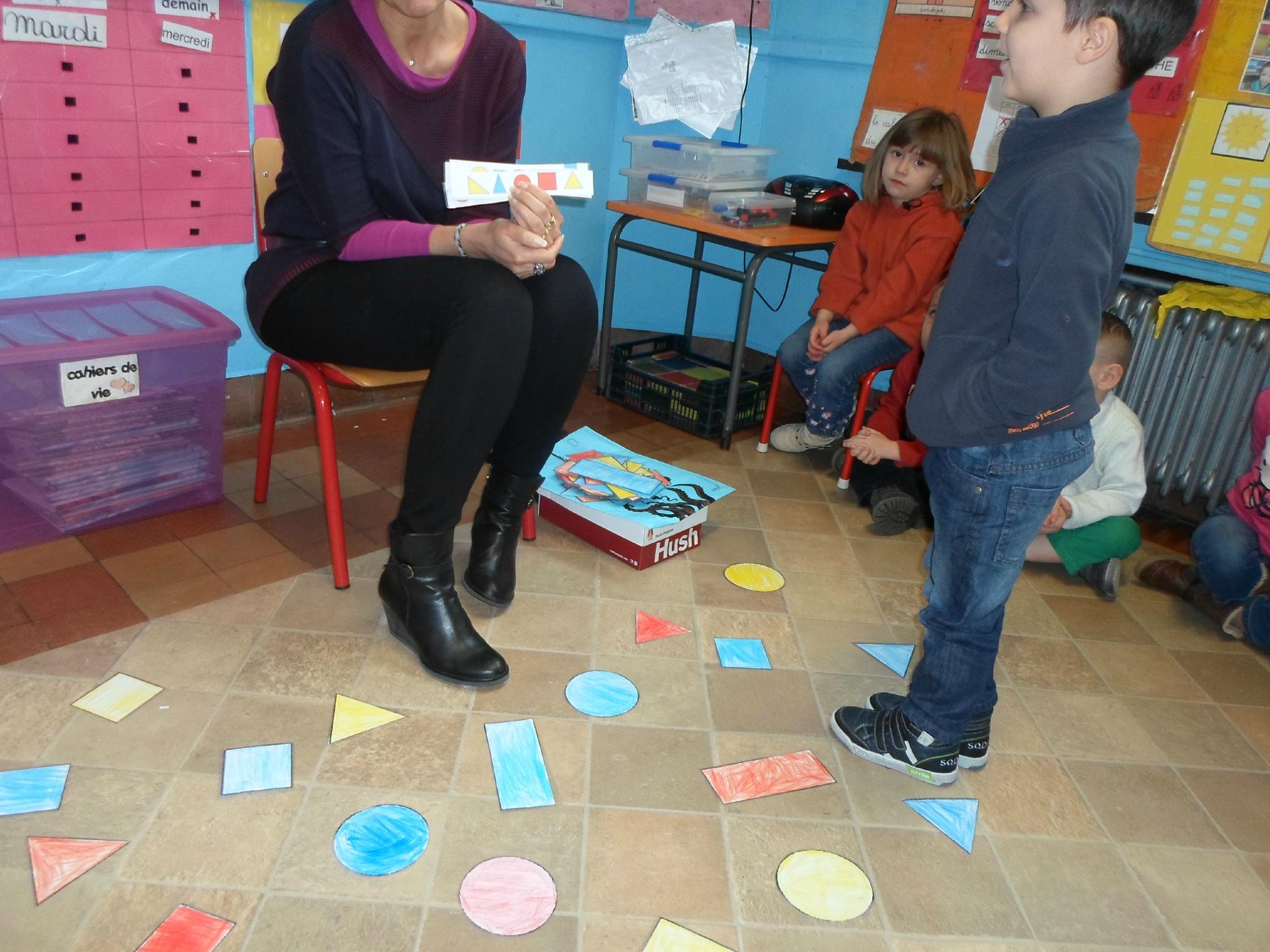 Jeu Avec Formes Géométriques. - Blog De Madame Margareth dedans Jeu De Forme Géométrique