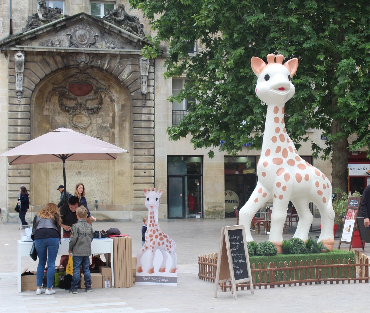 Jeu De Piste En Ville Avec Une Sophie La Girafe Géante, À pour Jeux De Girafe Gratuit