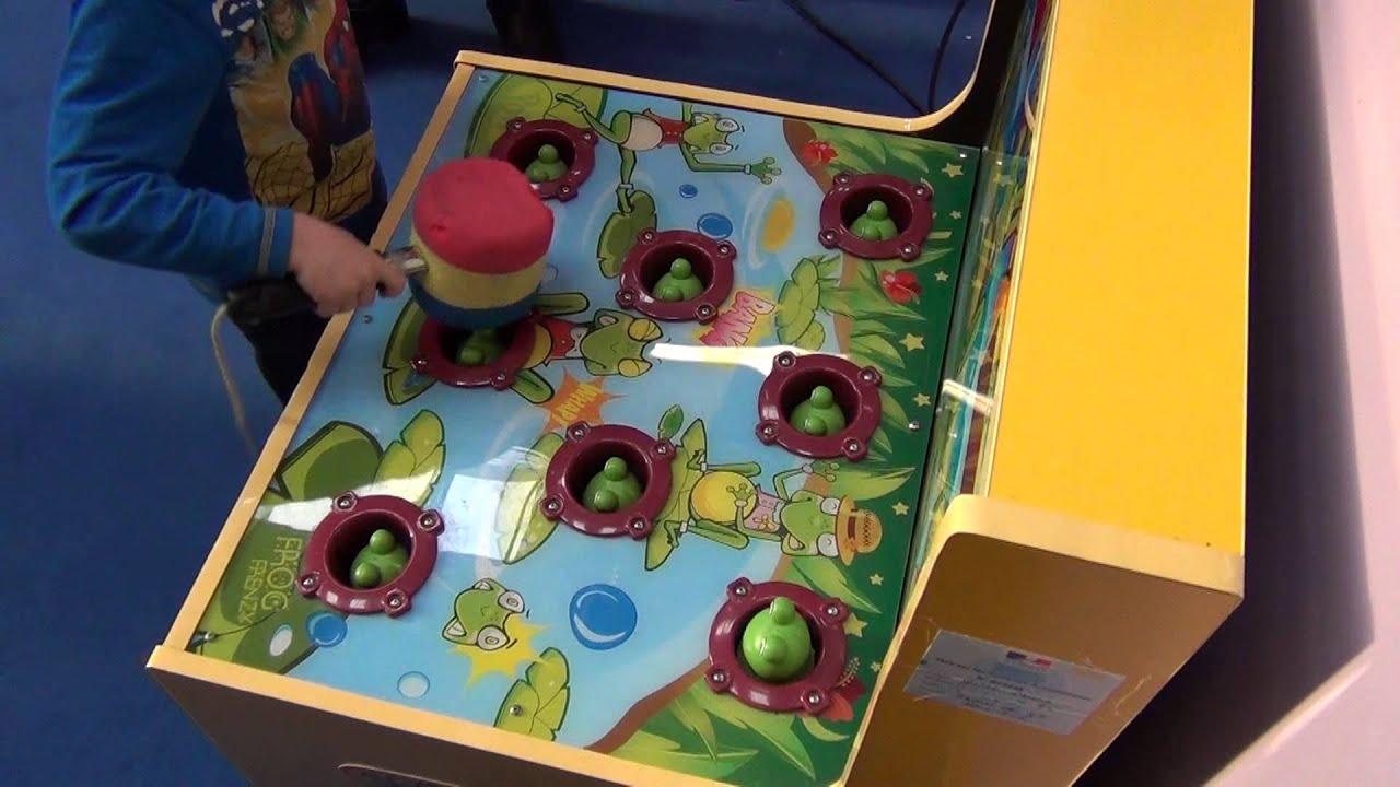 Jeu Frog Frenzy Grenouille À Écraser Au Marteau Quand Sort La Tête Valentin  09/12/2012 serapportantà Jeu De La Taupe