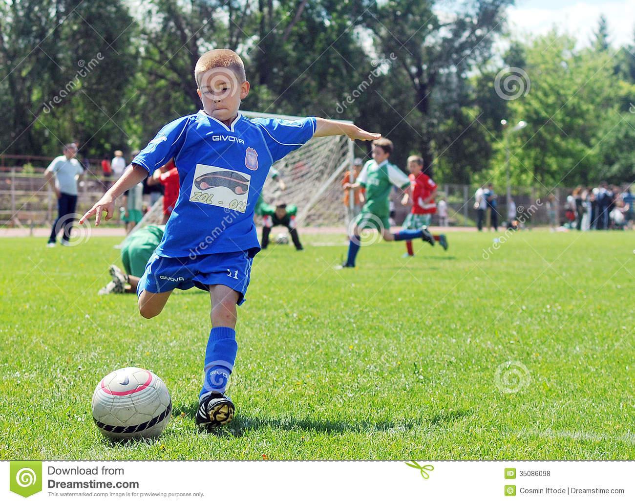 Jeux De Petit Enfant Le Football Ou Le Football Photo Stock tout Jeux Des Petit Garçon