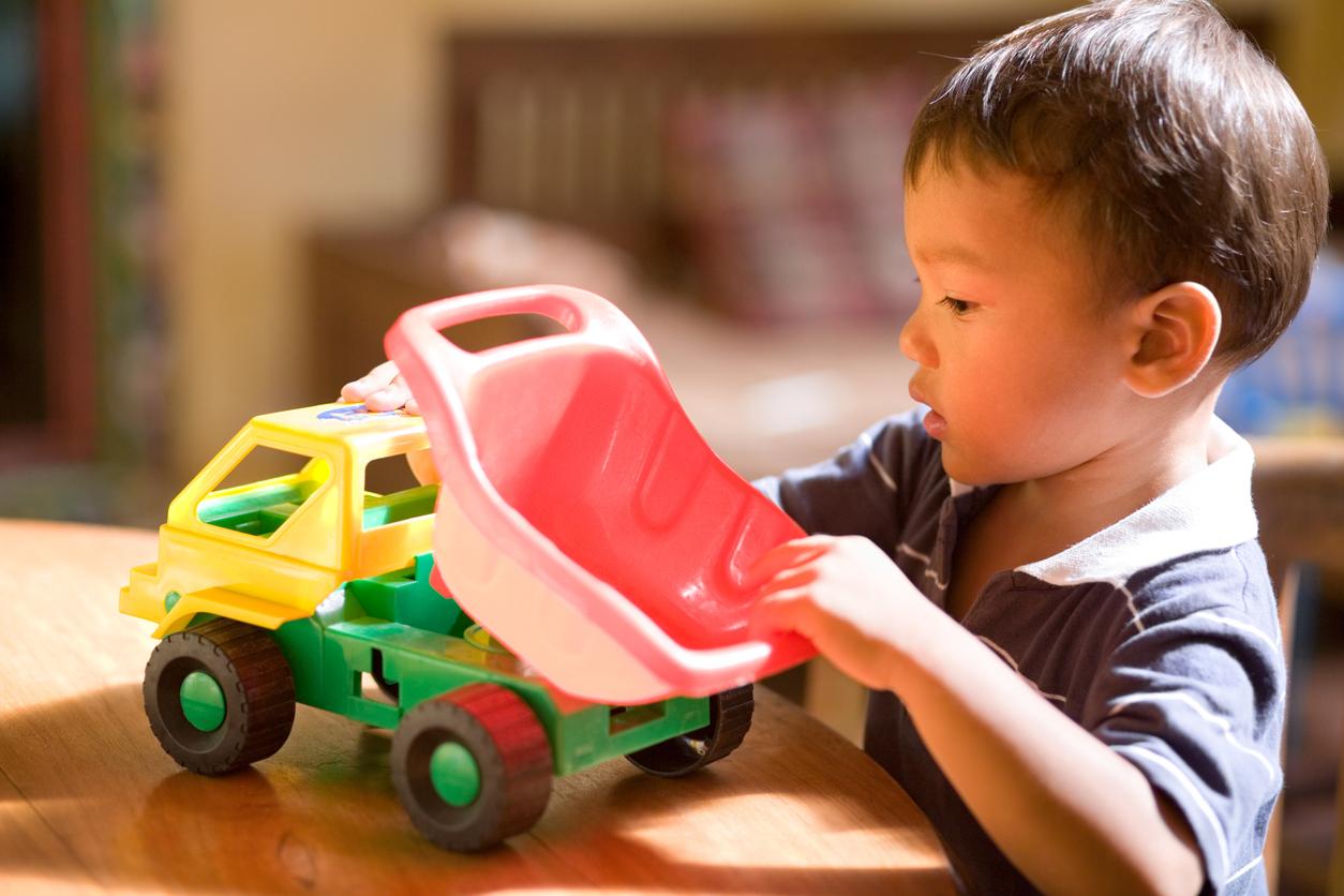 Jouer Aux Petites Voitures, Toute Une Histoire avec Jeux Voiture Bebe