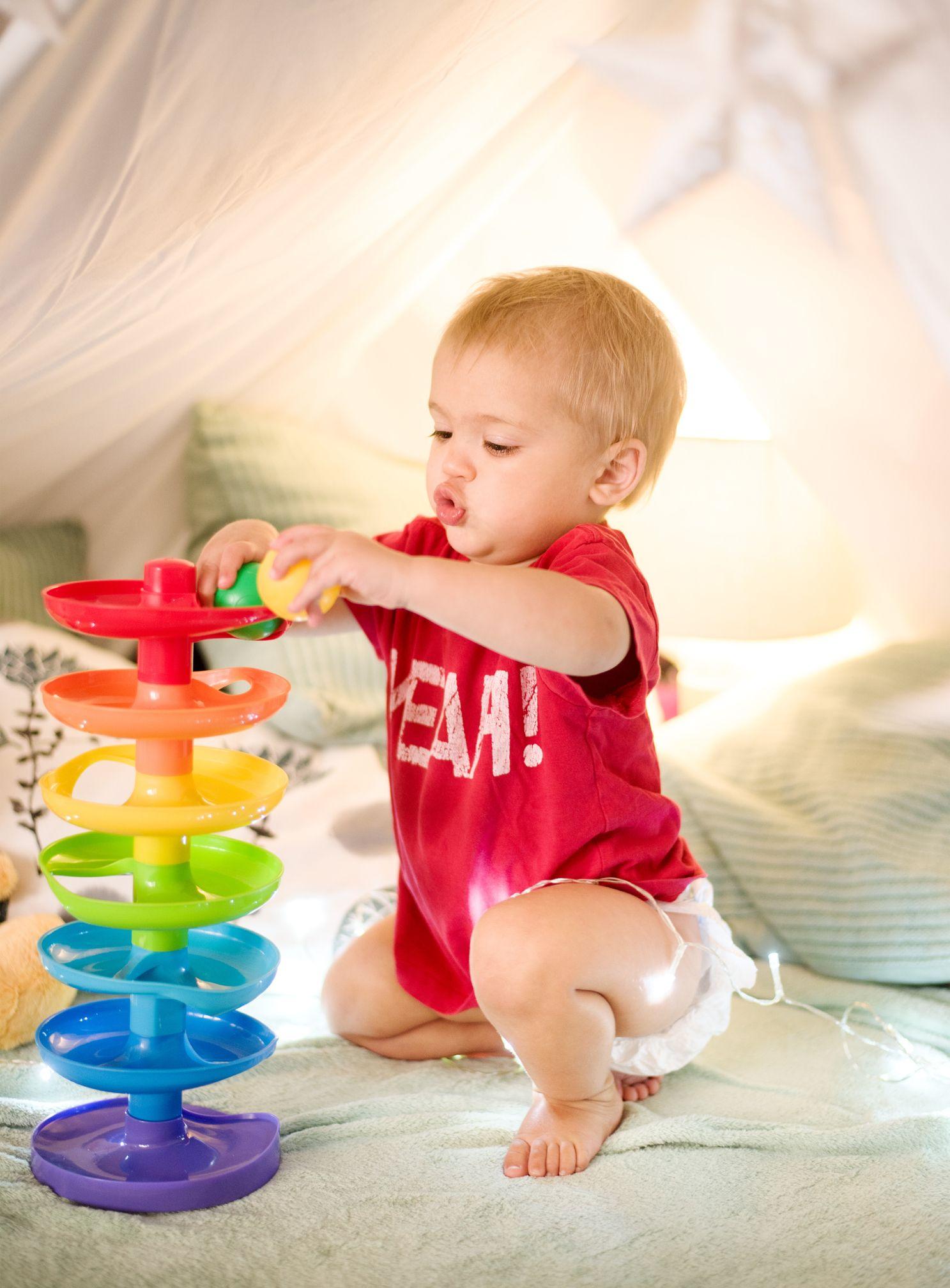 Jouet Bébé De 1 An : Comment Le Choisir ? | Jeux Bébé 1 An encequiconcerne Jeux Pour Les Bébé De 1 Ans