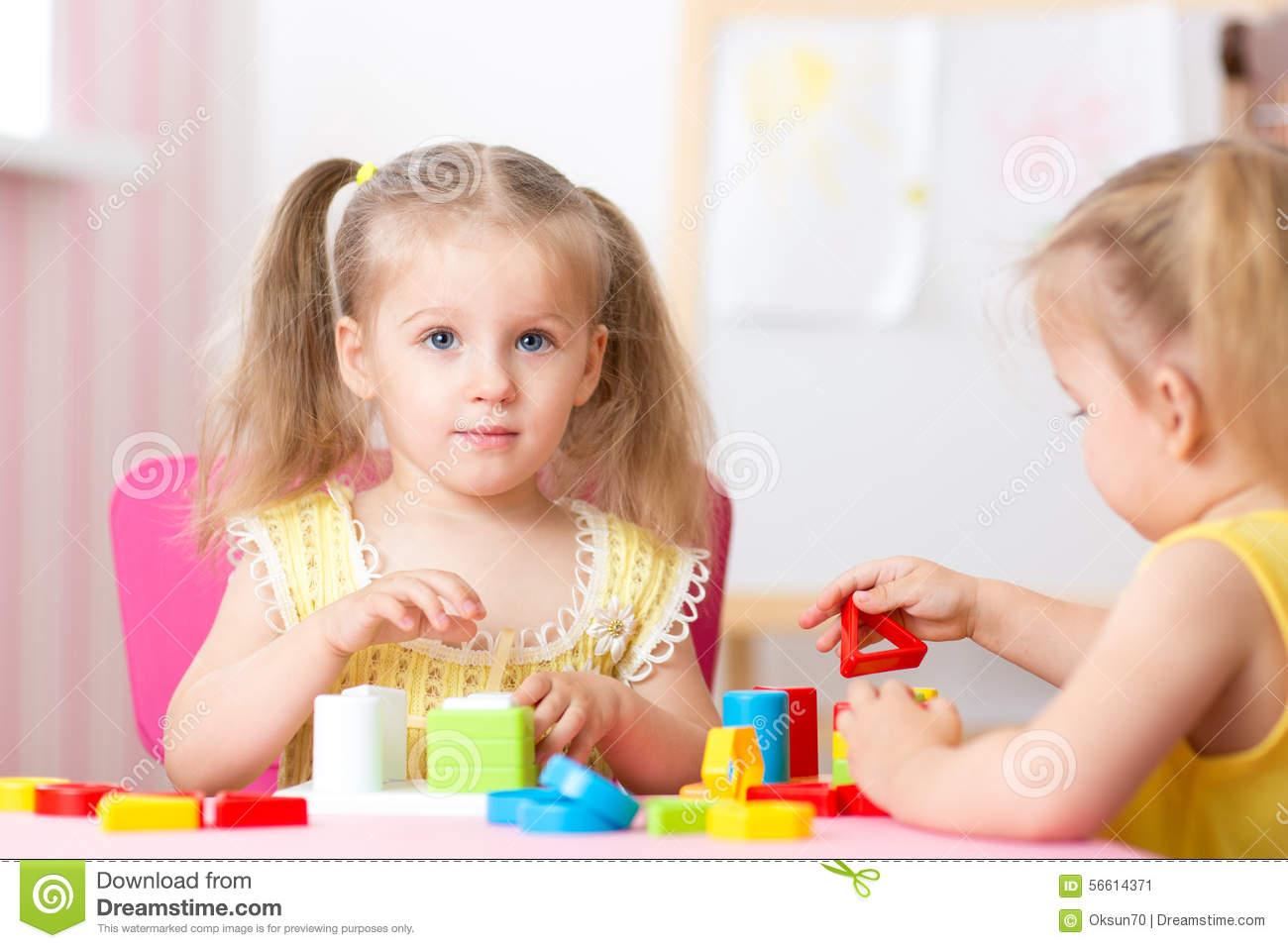 Jouets Éducatifs De Jeu D'enfants Dans L'école Maternelle destiné Jeux Didactiques Maternelle