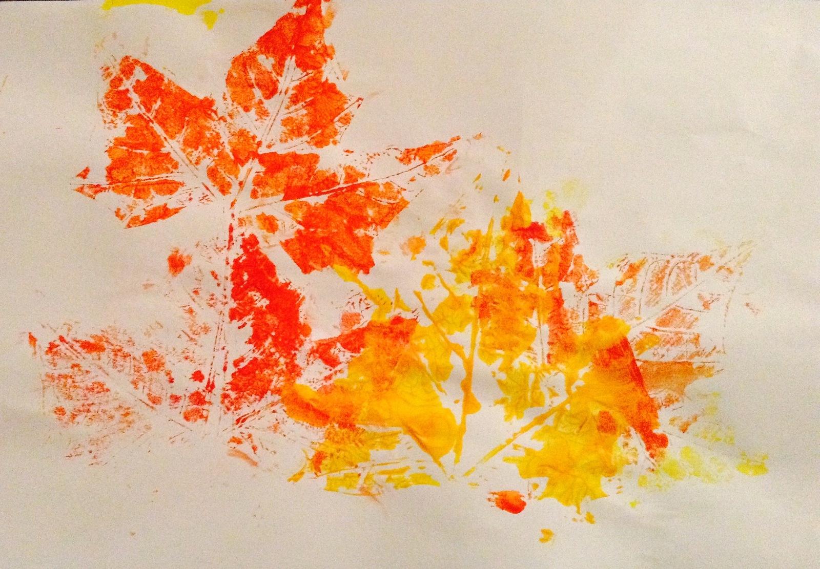 L'automne Est Là ! Empreinte De Peinture Avec Des Feuilles dedans Dessin De Feuille D Automne