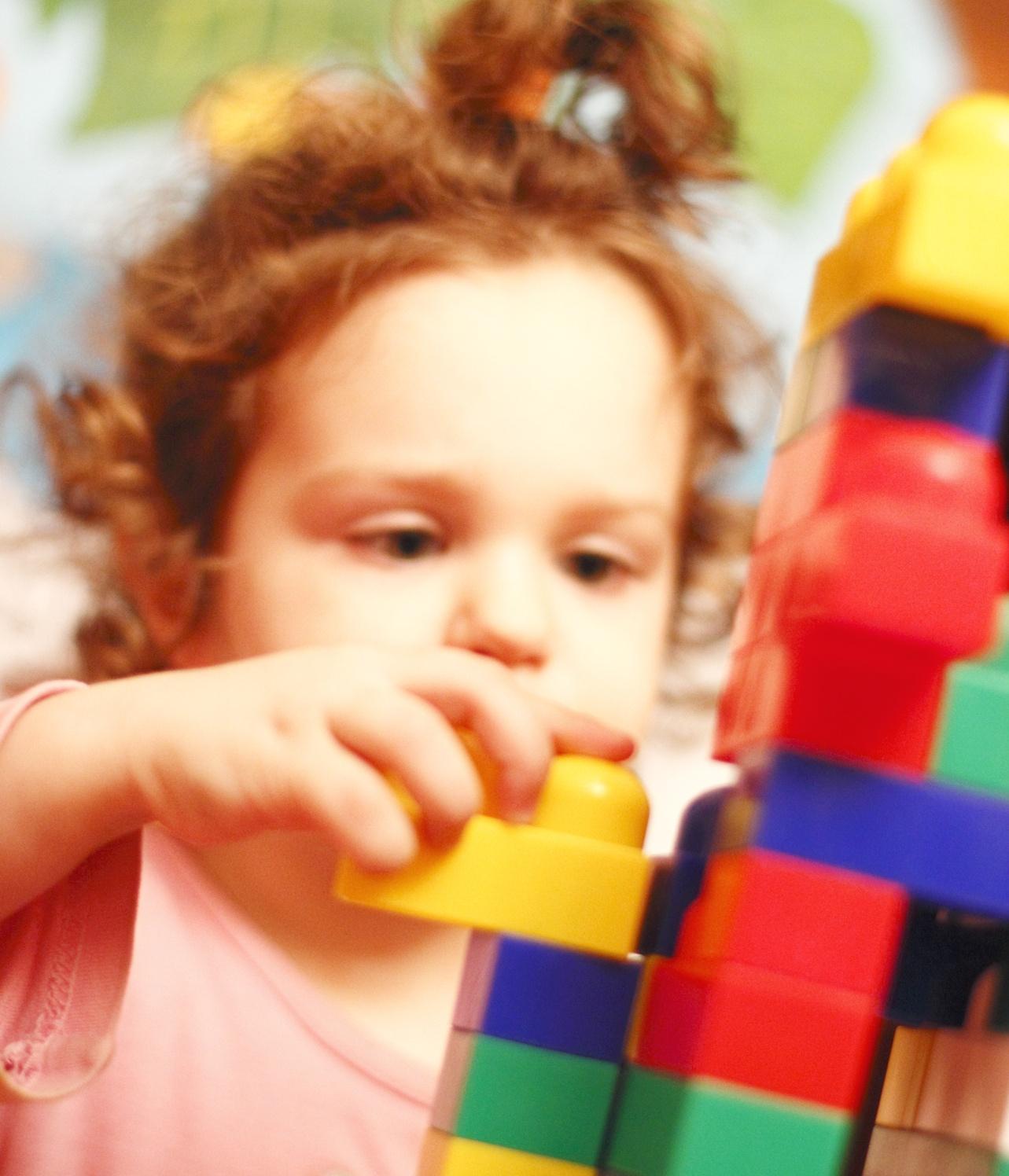 Le Jeu De Construction : Un Jeu À La Fois Manuel Et intérieur Jeux Pour Bébé 2 Ans