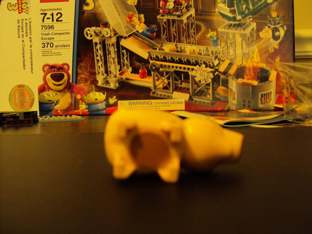 Lego Toy Story 3: Trash Compator Escape: Hamm - Under | Flickr tout Paper Toy Gratuit