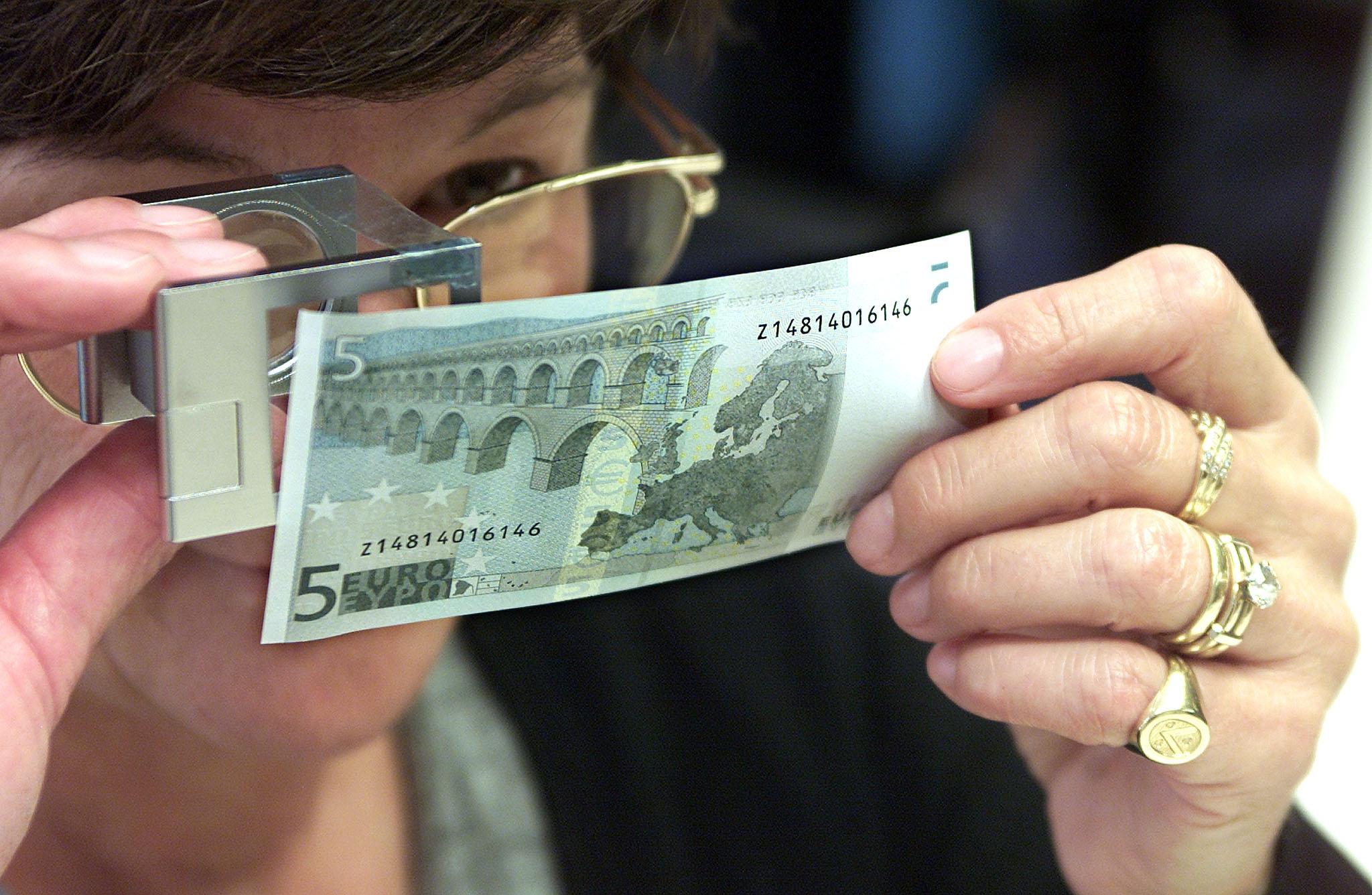 Les Billets De Cinq Euros Remplacés Par Des Pièces? dedans Pièces Et Billets En Euros À Imprimer