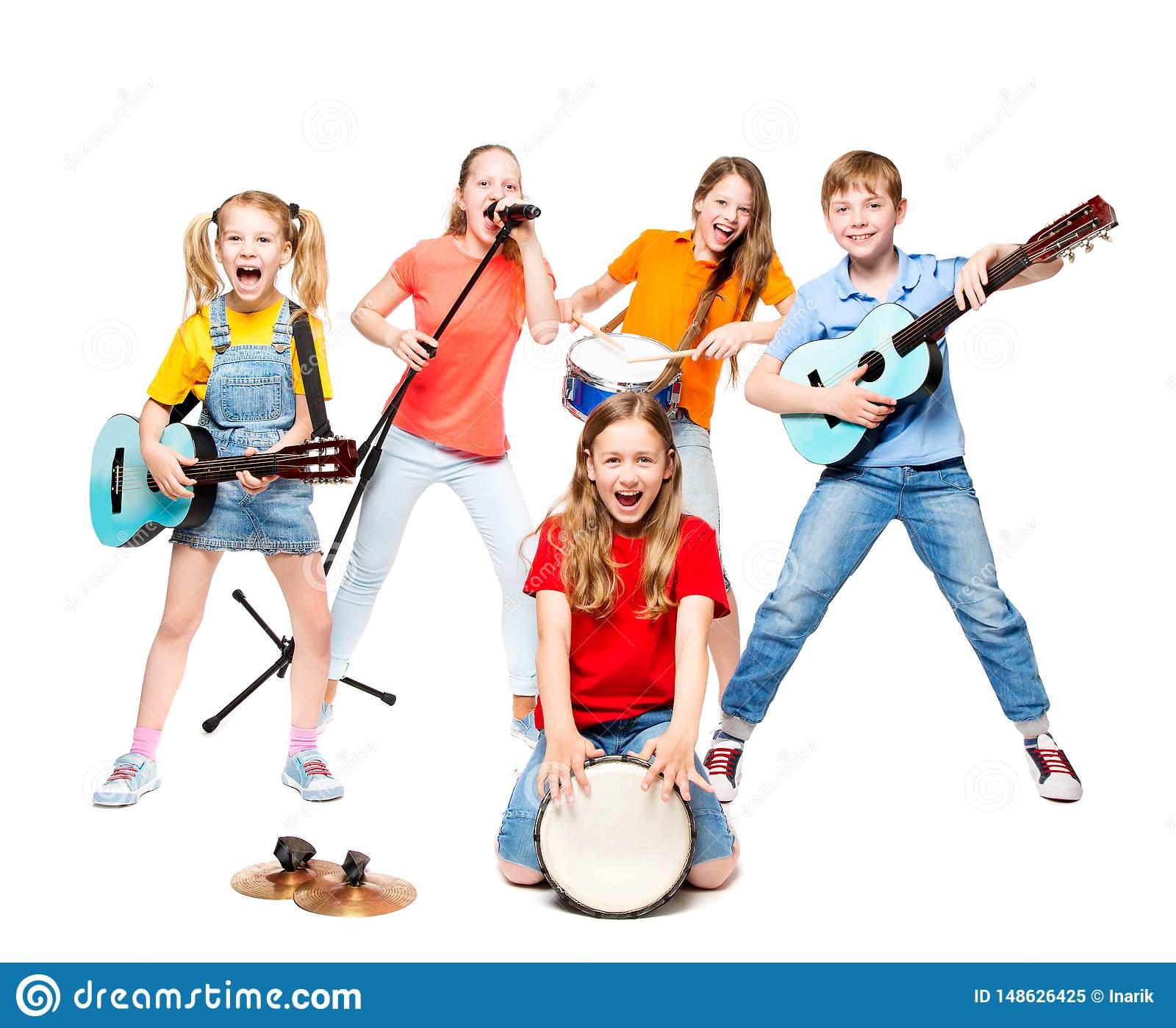 Les Enfants Groupent Le Jeu Sur Des Instruments De Musique concernant Jeu Des Instruments De Musique