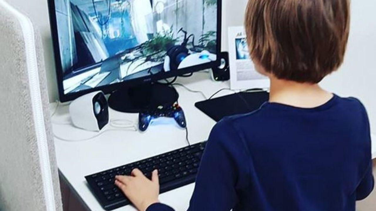 Les Enfants Ne Jouent Plus À Fortnite Pour Jouer Mais Pour serapportantà Jeux Ordinateur Enfant