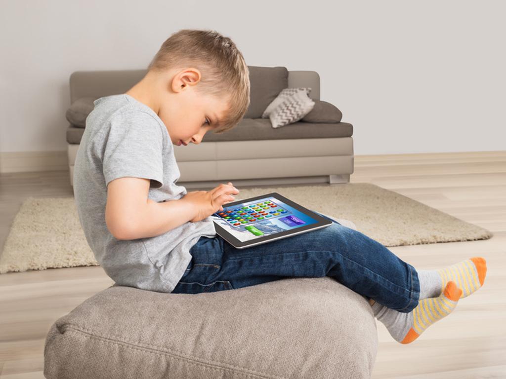 Les Enfants Sont-Ils En Danger Face Aux Écrans ? - France destiné Tablette Enfant Fille