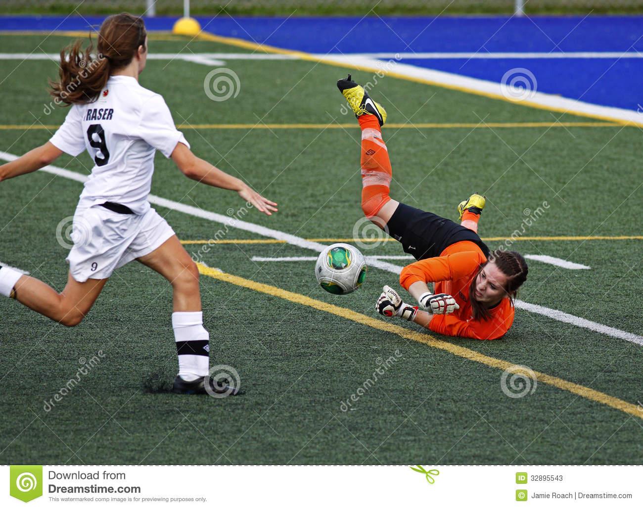 Les Femmes Du Football De Jeux De Canada Sauvent Le Gardien intérieur Jeux De Gardien