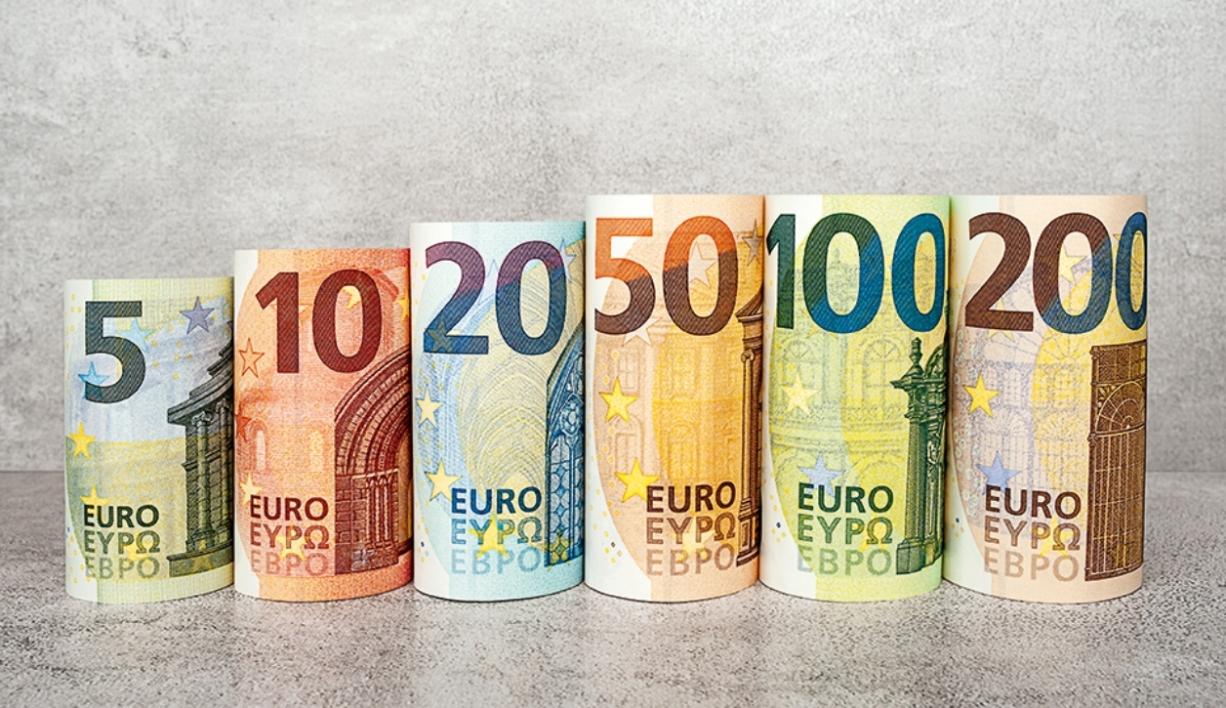 Les Nouveaux Billets De 100 Et 200 Euros Attendus Pour La concernant Billet De 5 Euros À Imprimer