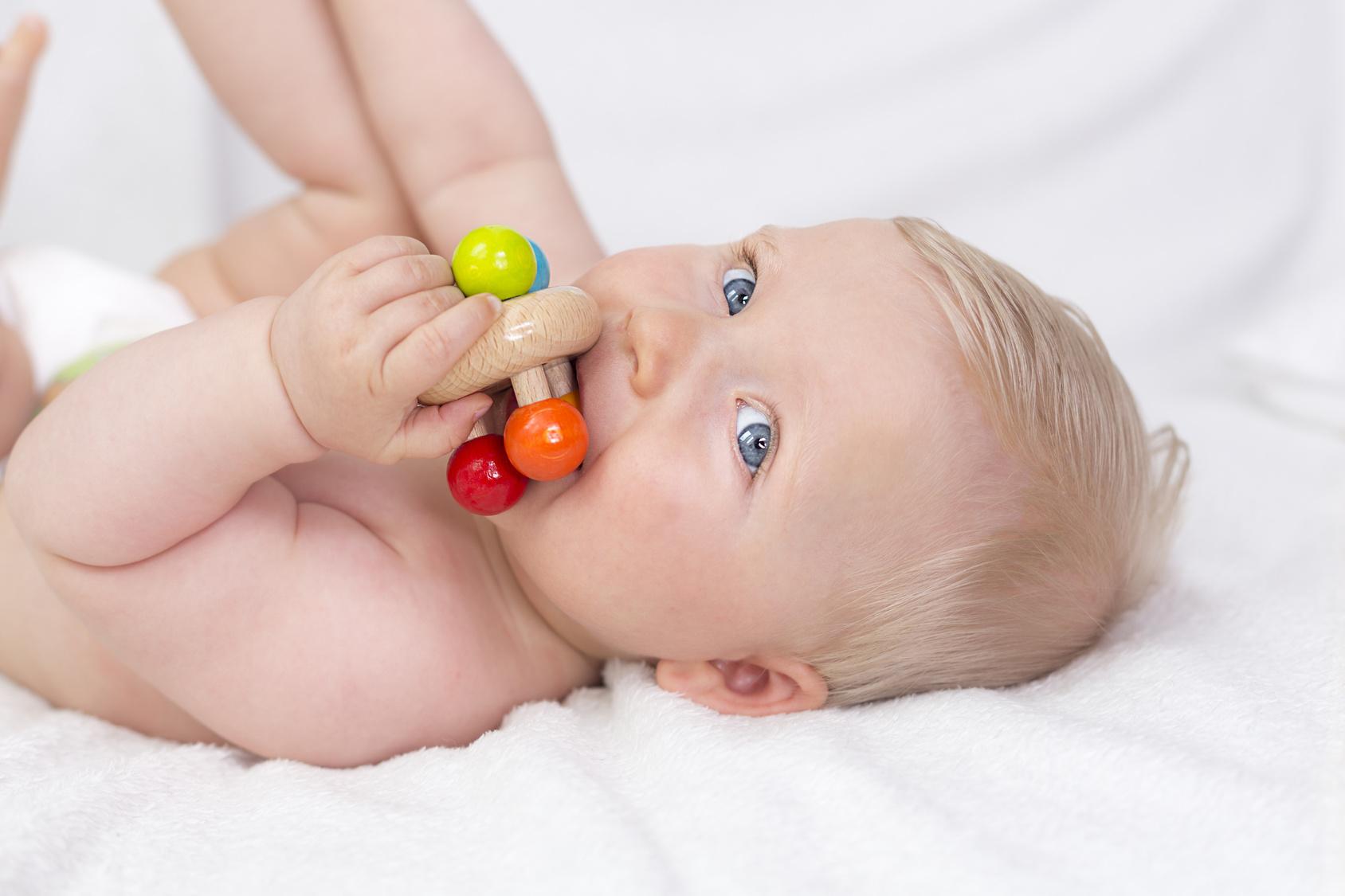 Montessori : Premiers Jouets Et Jeux Pour Enfants | Parents.fr avec Jeux Pour Bébé En Ligne